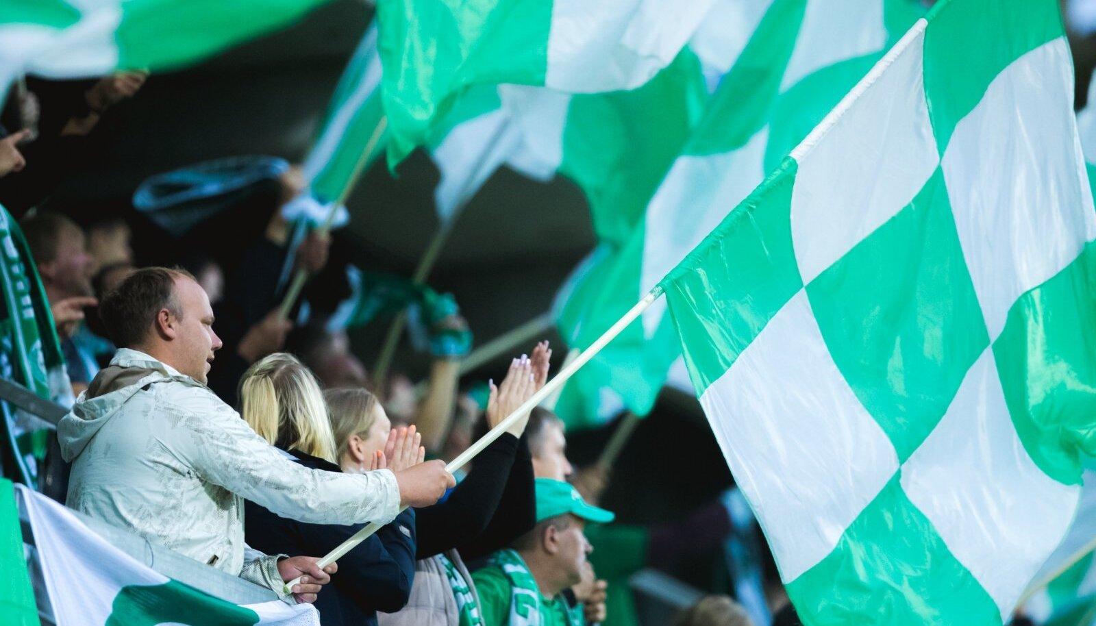 Välitingimustes toimuvatel spordivõistlustel, näiteks Eesti jalgpalliliiga matšidel lubatakse koos pealtvaatajatega osaleda kuni 1000 inimesel.