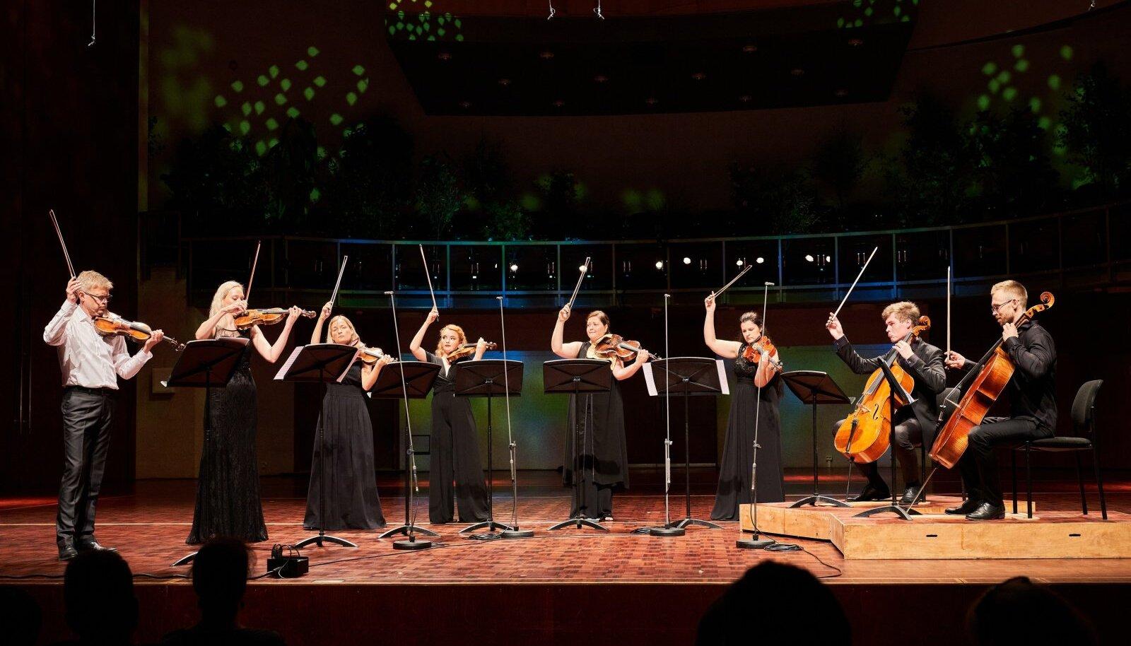 """Kontserdil """"Eesti Pillifondi kõla"""" esinesid andekad eesti muusikud, kes mängisid rariteetsetel meistripillidel."""