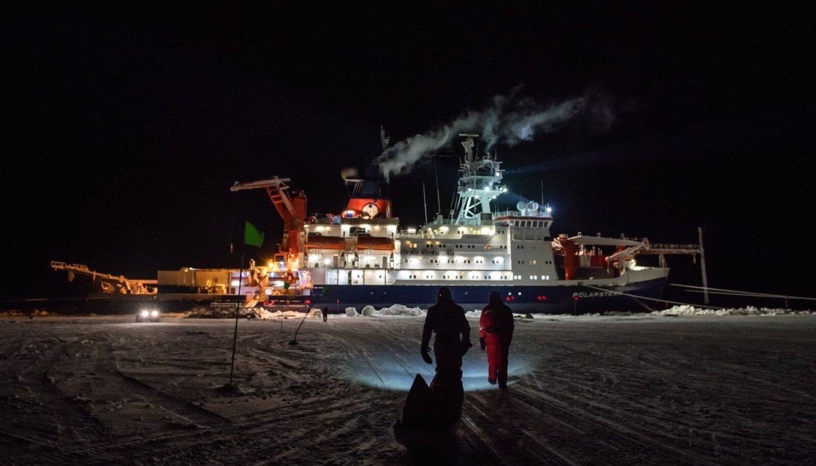 Polarstern toimib kui triiviv teaduskeskus, millelt teadlased saavad jääle ekspeditsioone teha.