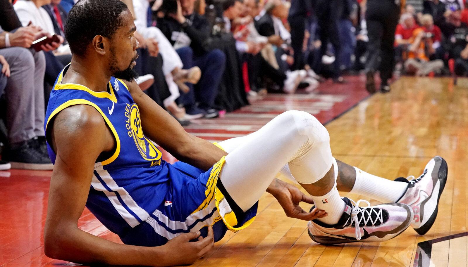 Kevin Durant vigastas end finaalseeria viiendas mängus