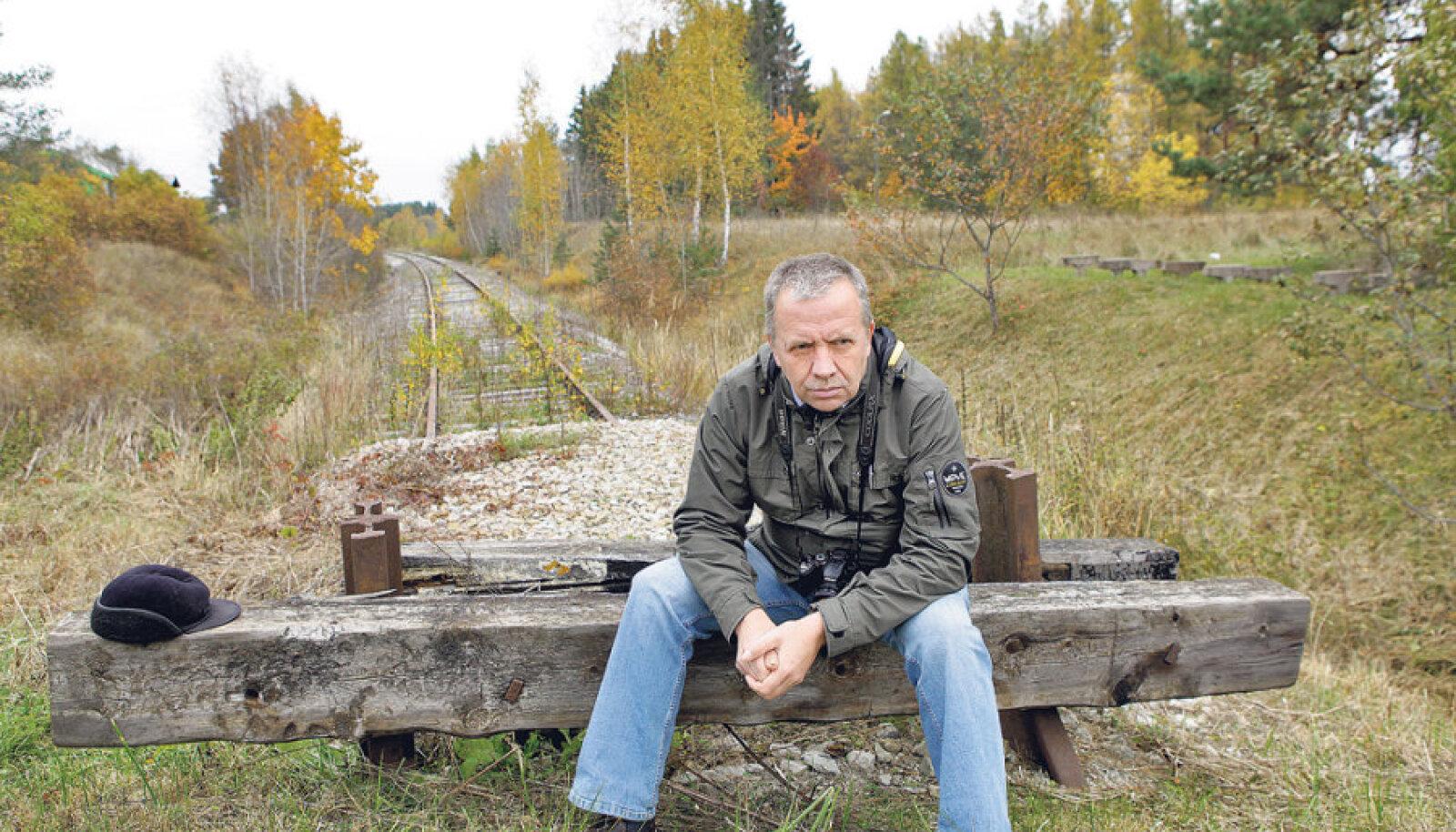 Haapsalu raudtee taastamise eest võitlev Neeme Sihv unistab  raudteest rattateeks muudetud paigas võimalusest  Tartust rongiga Rohukülla sõita, et seal jalgratas rongist  maha tõsta ja alles Hiiumaal sadulasse istuda. Tööle ja spaasse  sõitmine oleks juba iseenesestmõistetav. Hiiumaa inimesed  saaksid Tallinnasse sõites aga auto sootuks Heltermaale jätta.