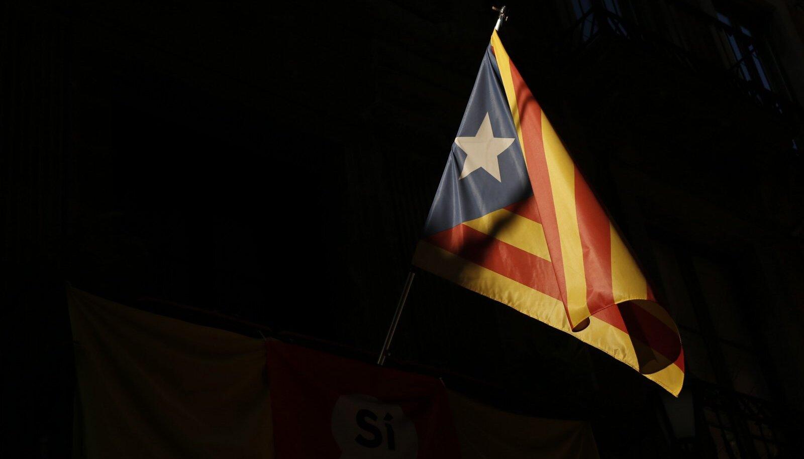 Kataloonia iseseisvuslaste lipp.