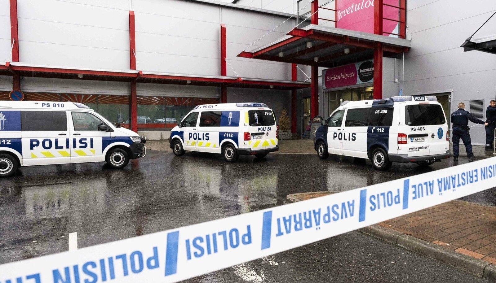 Politsei rünnaku sündmuspaigas Kuopios Hermani kaubanduskeskuse juures.
