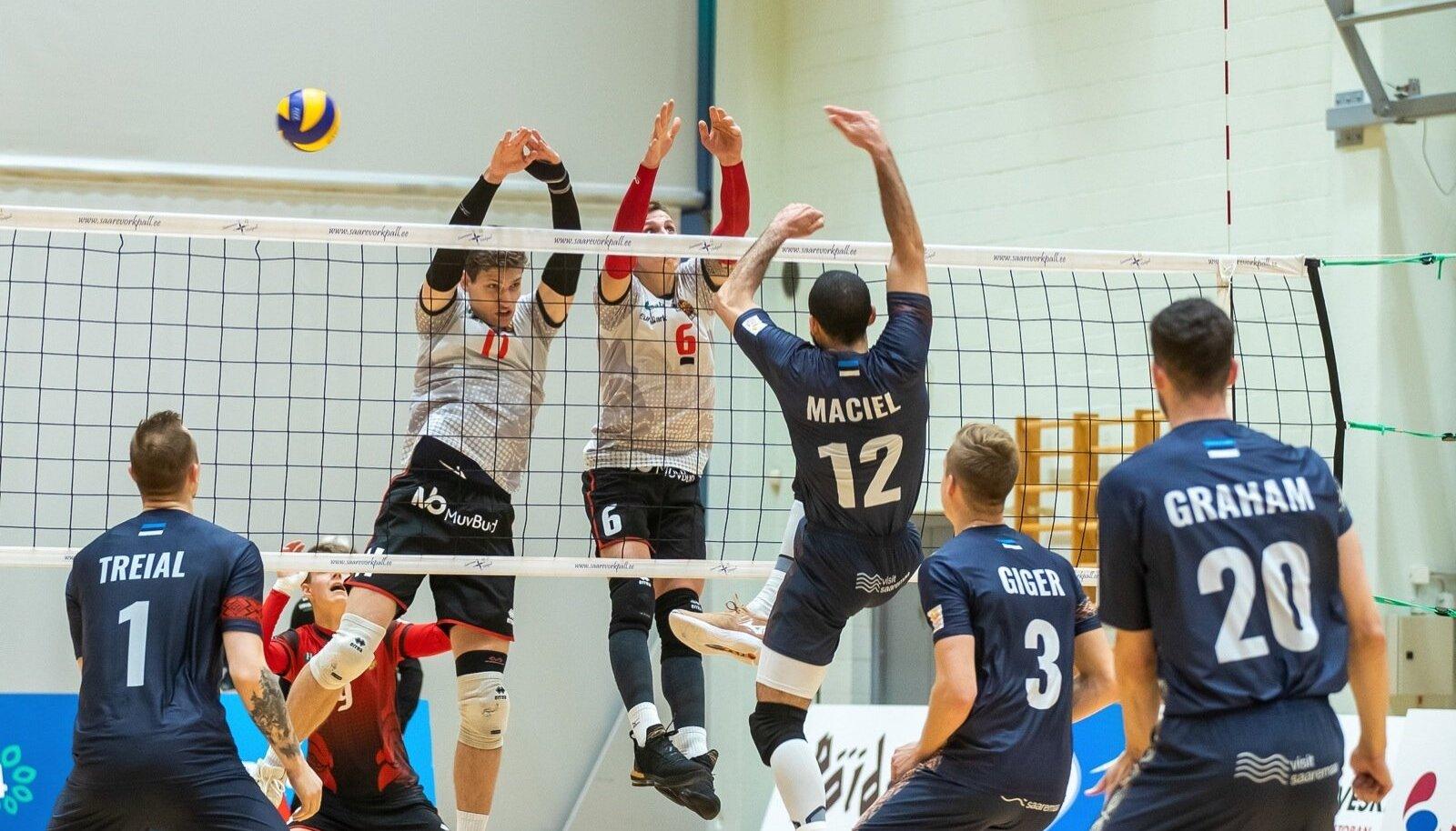 Credit 24 võrkpall, Saaremaa, Selver Tallinn. Kaks esimest geimi võitis Selver, siis sai Saaremaa hoo sisse ja võitis kolm järgmist. Saaremaa jätkab täiseduga