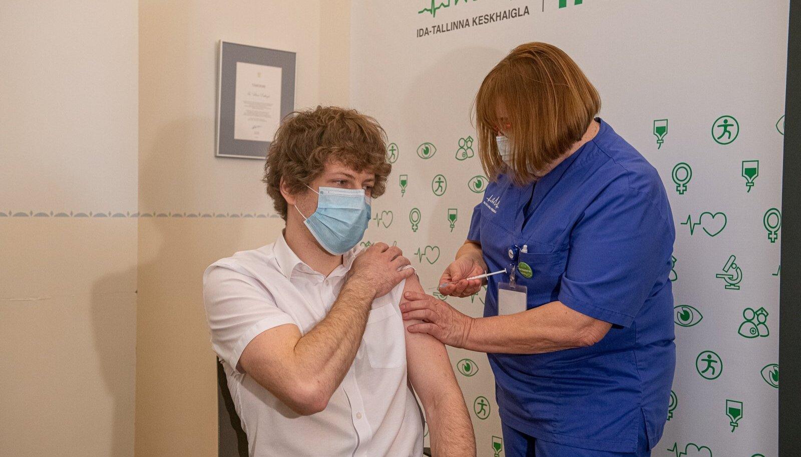 Министр Танель Кийк вакцинировался AstraZeneca