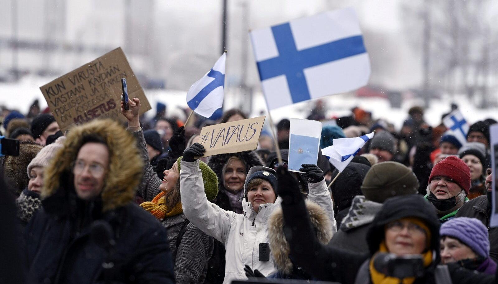 Laupäeval kogunesid Helsingis piirangute ja maskikandmise vastased.