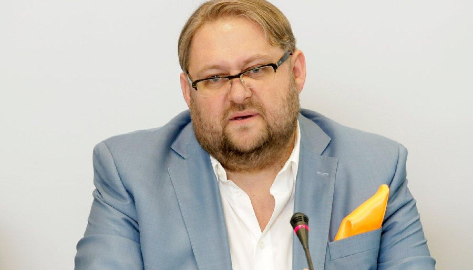 Anvar Samosti pressikonverents Tallinnas hotellis Radisson Blu