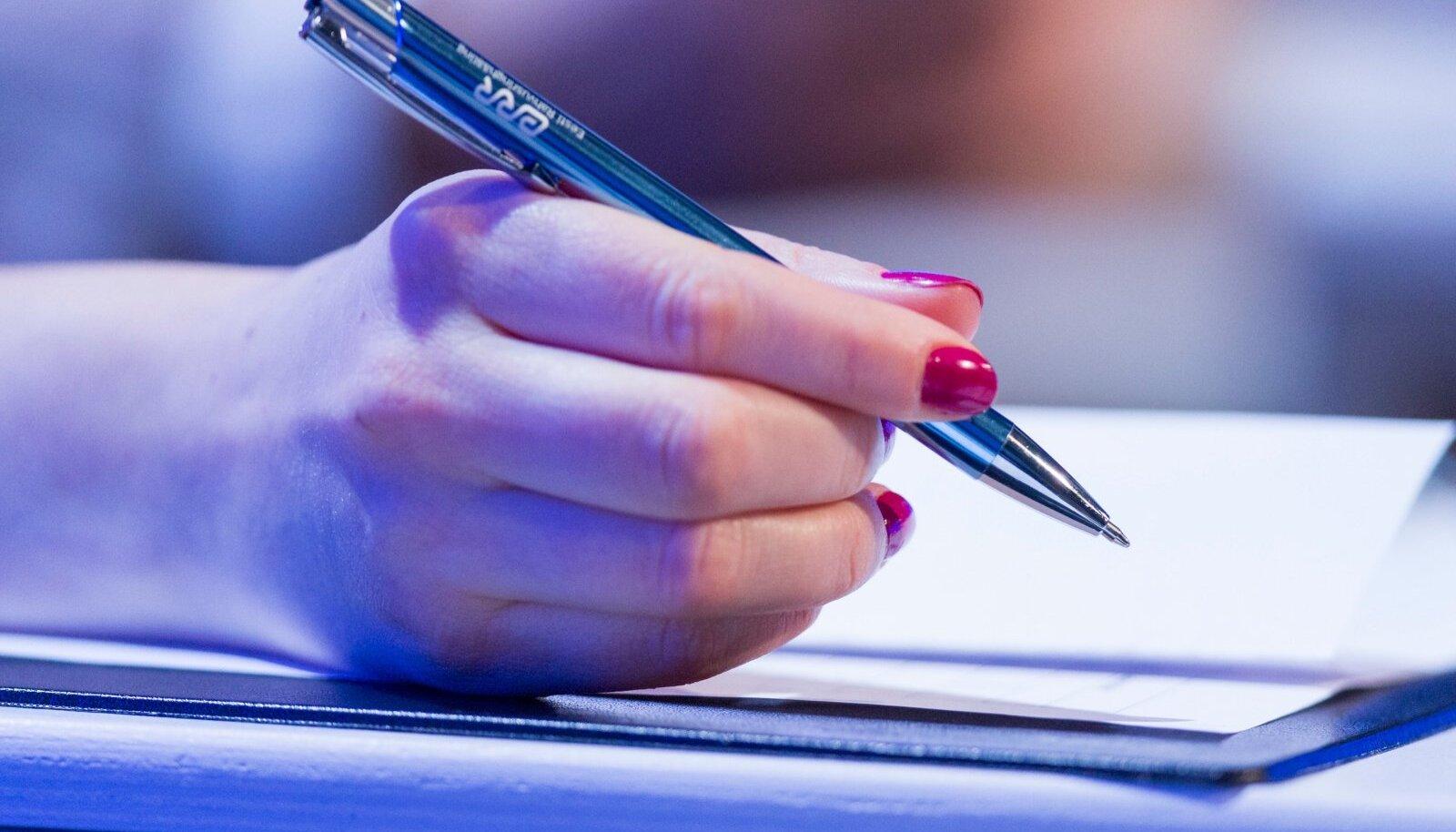 Stipendiumile võivad kandideerida nii tegev- kui ka vabakutselised ajakirjanikud hoolimata tööandjast, aga ka erinevate valdkondade eksperdid. Ajakirjanduslikes käsitlustes on oodatud erinevate meediumite kasutamine ja nende omavaheline põimimine.