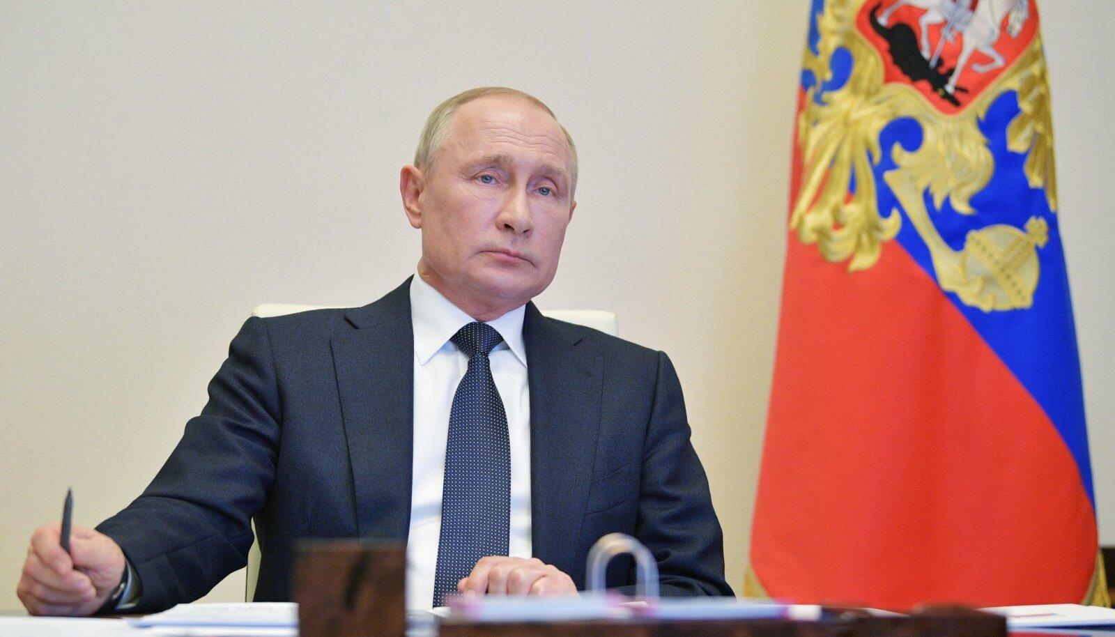 Kremli propaganda nimetab Ukraina Ülemraada 21. veebruari otsuseid järjekindlalt põhiseadusevastaseks, tihti fashistlikus riigipöördeks, mis olevadki tinginud järgnenud sündmused Krimmis ja Donbassis.