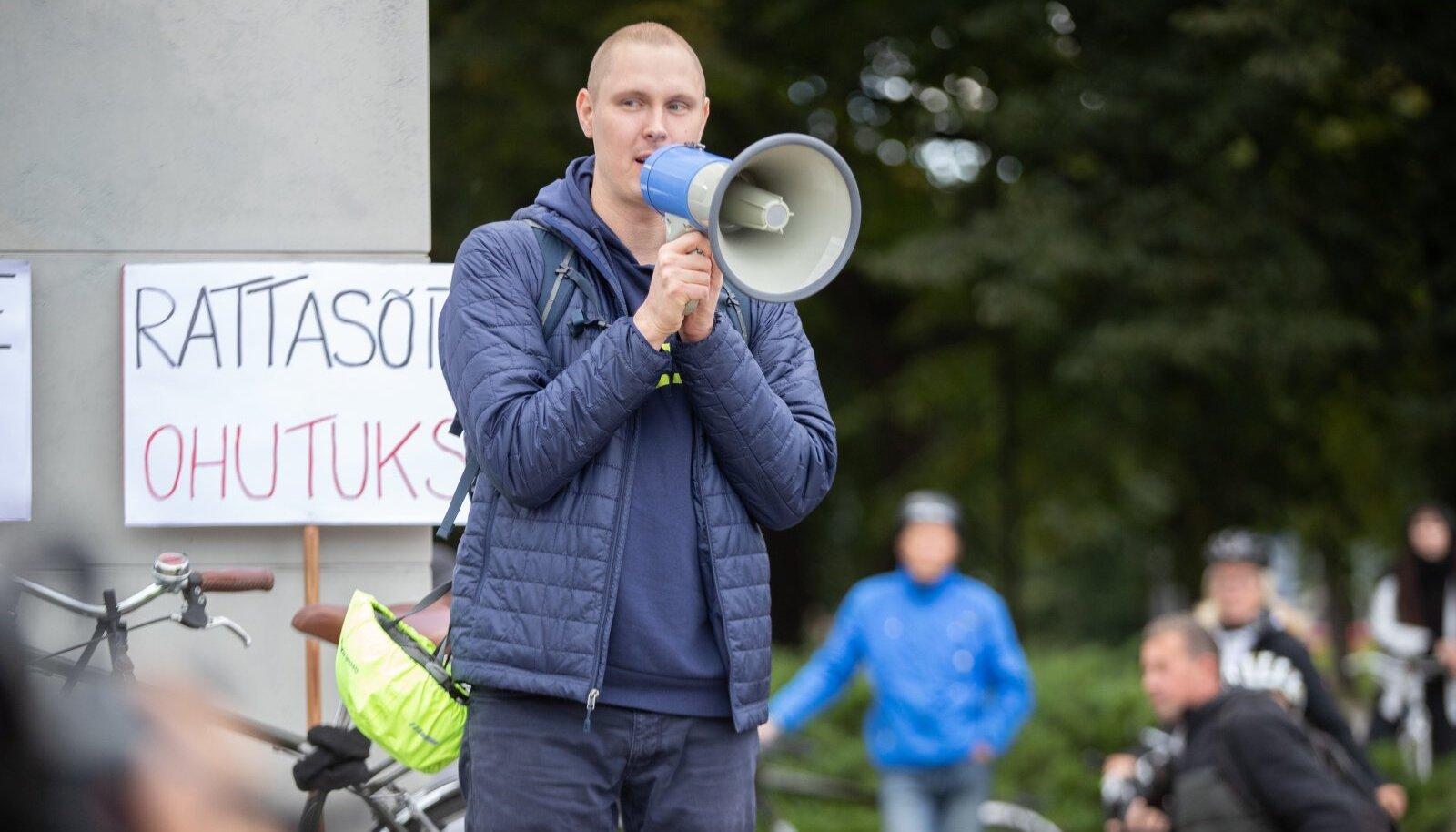 Jalgratturite meeleavaldus linnavalitsuse ees 11.09.2020