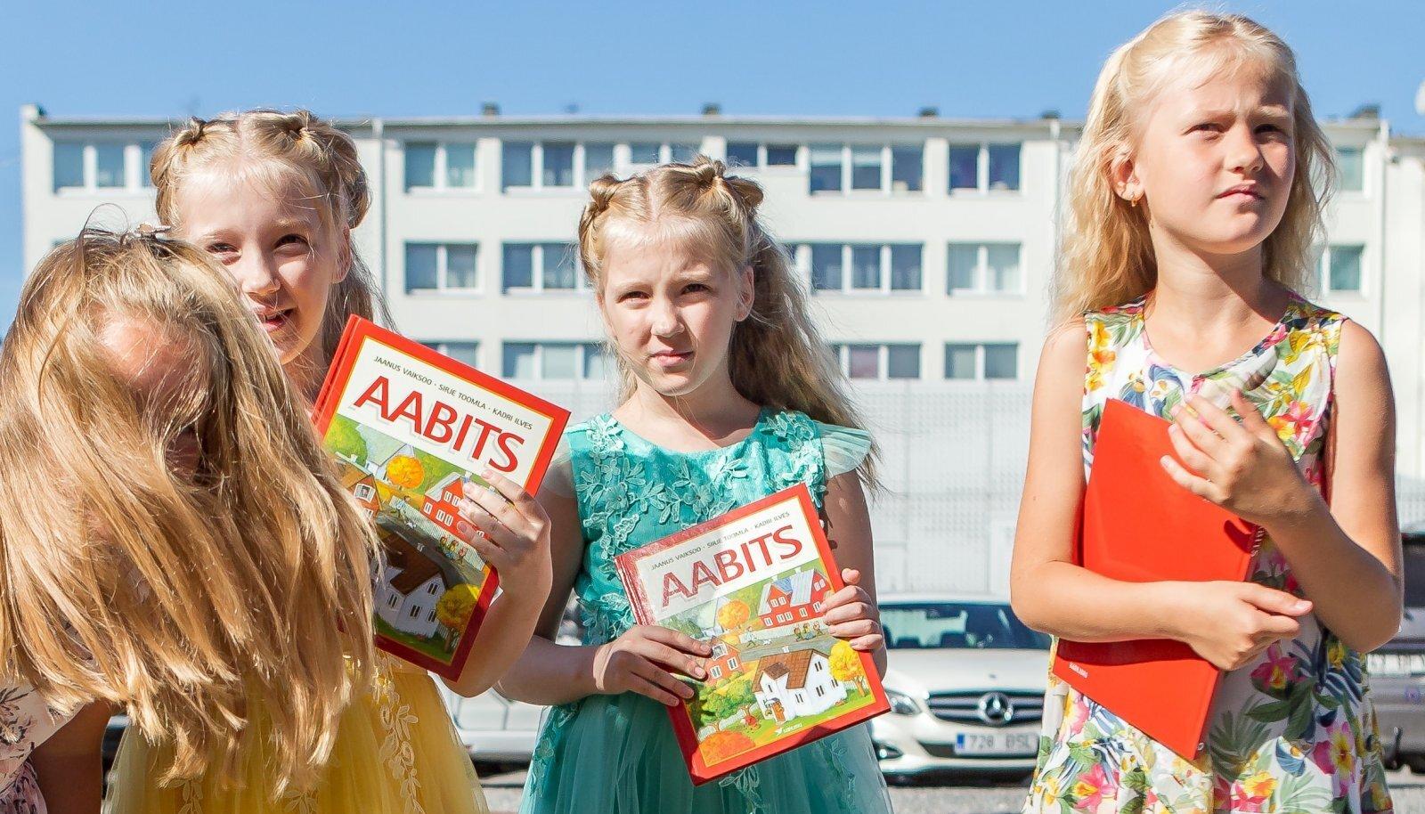 1, SEPTEMBER: Eelmise aasta esimene koolipäev Pärnu Vanalinna Põhikoolis.