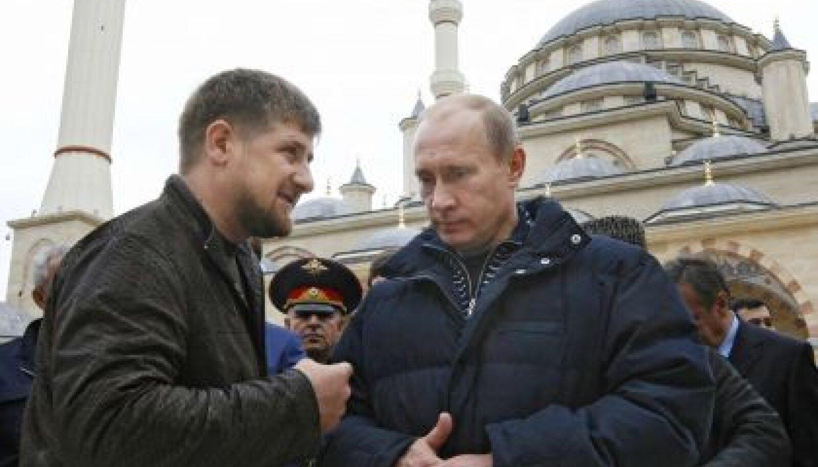 Ramzan Kadõrov ja Vladimir Putin Euroopa suurima mošee ees Groznõis
