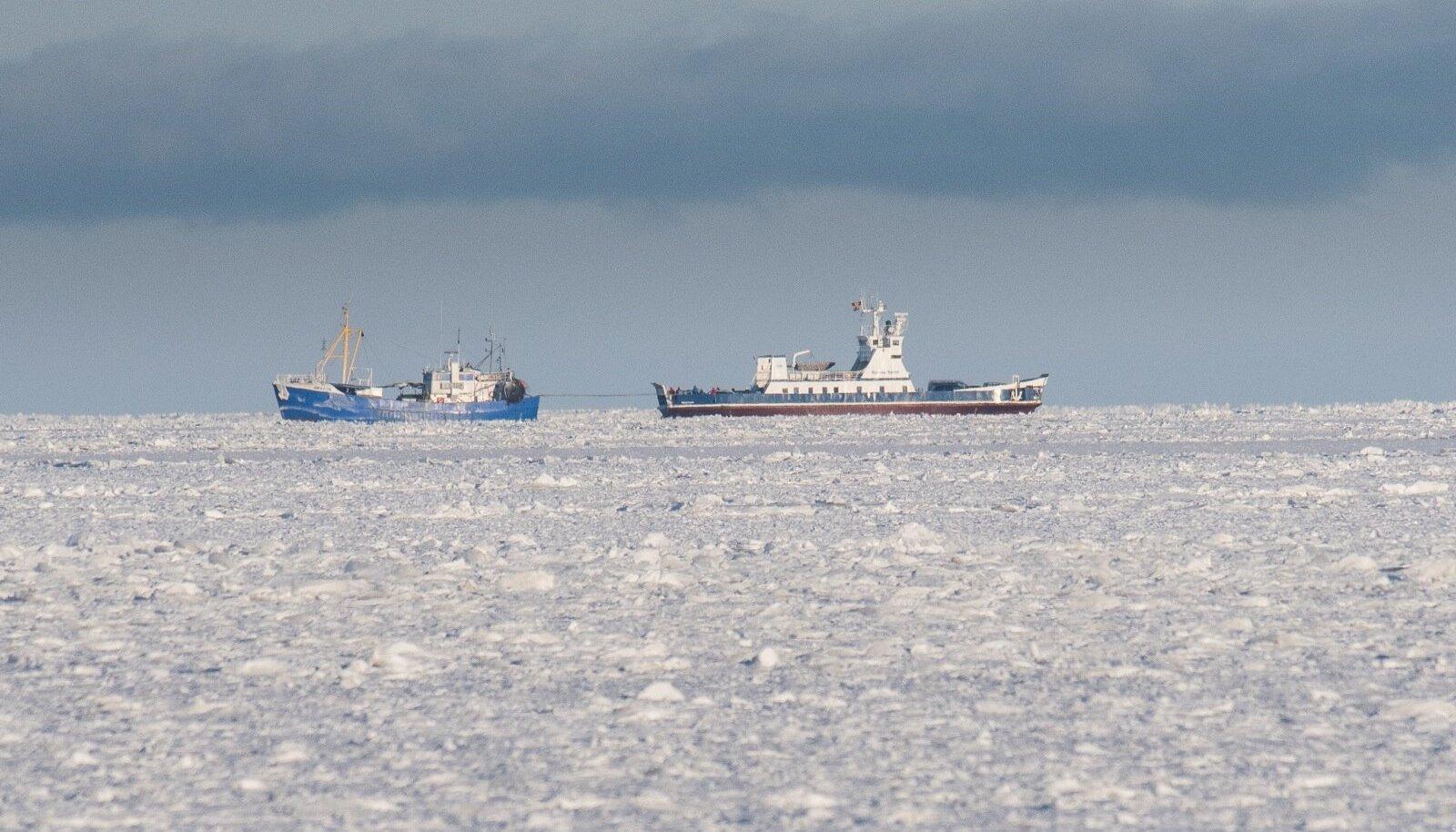 Reedel jäi Subsea Seven mootori seiskumise tõttu neljaks tunniks merele triivima, kuni kalalaev Amazon parvlaeva tagasi Sõru sadamasse pukseeris.