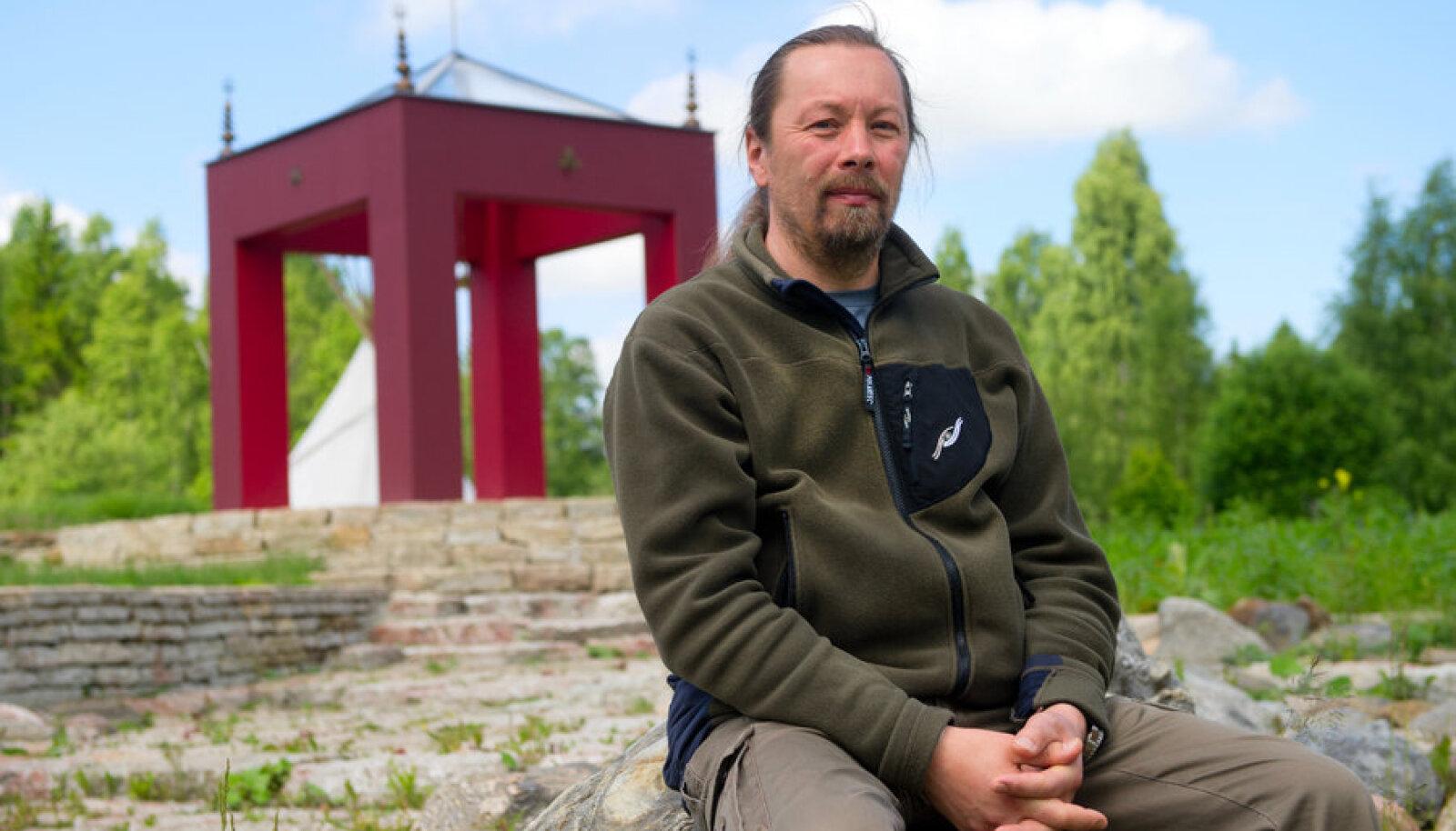 ELU ON LILL: Lilleoru õppekeskuse vaimne juht Ingvar Villido Elulille pargi veerel.