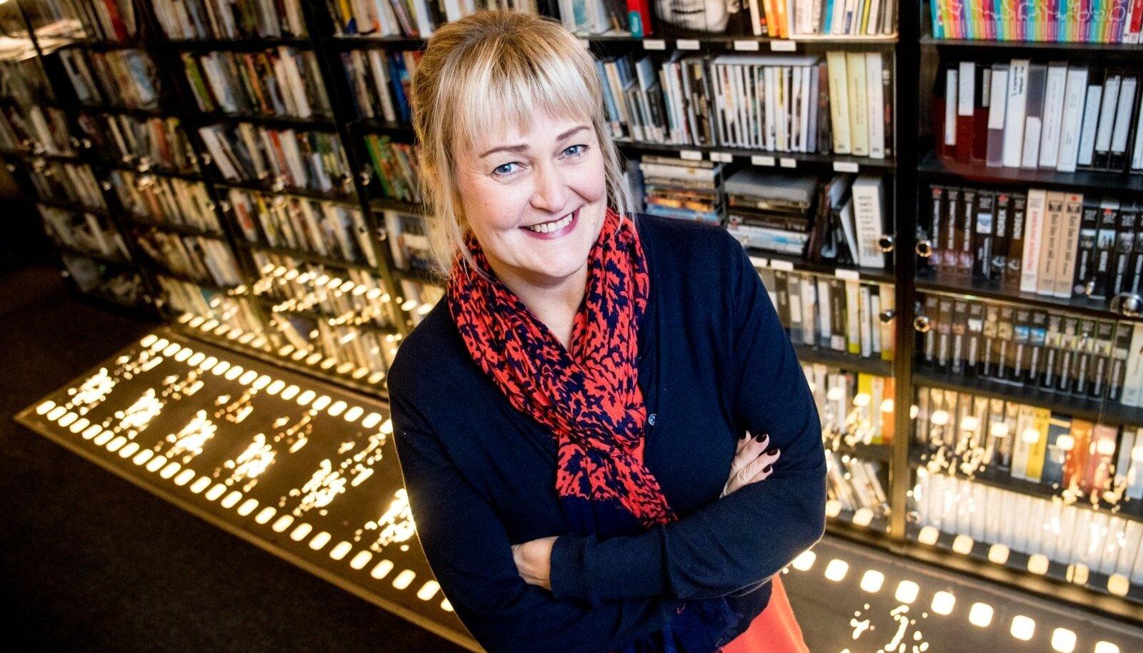 """Edith Sepp ennustab esmaspäevasel auhindade jagamisel edu Moonika Siimetsa """"Seltsimees lapsele"""" ja Joosep Matjuse """"Tuulte tahutud maale""""."""
