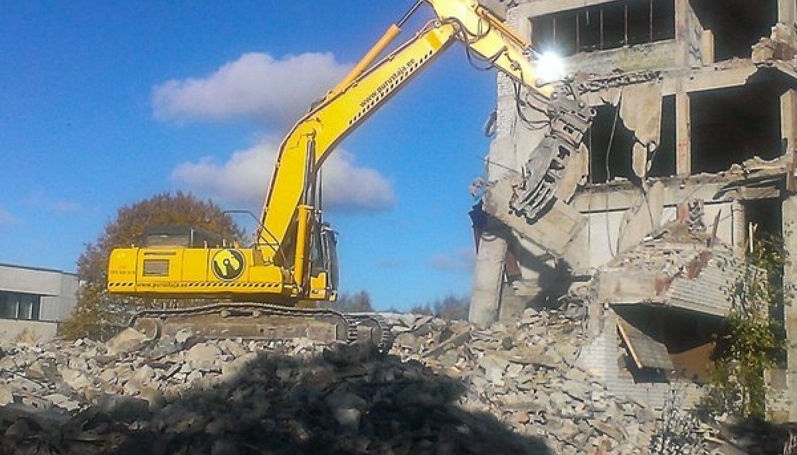 Toomas Tooli kinnisvara lammutamine Haabneemes Kaluri tee 5