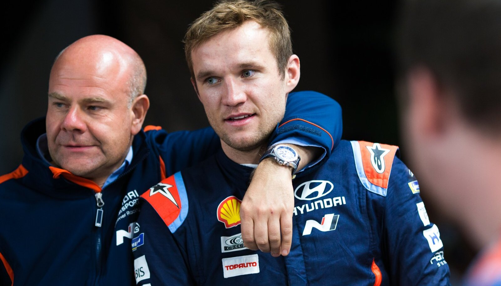 Martin Järveoja koos Hyundai tiimijuhi Andrea Adamoga.