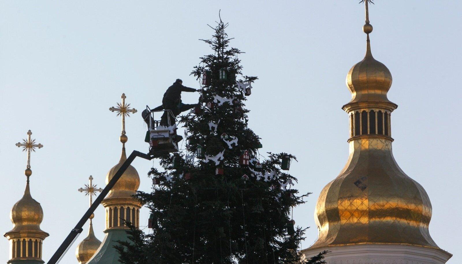 Jõulupuu Püha Sofia kiriku ees Kiievis