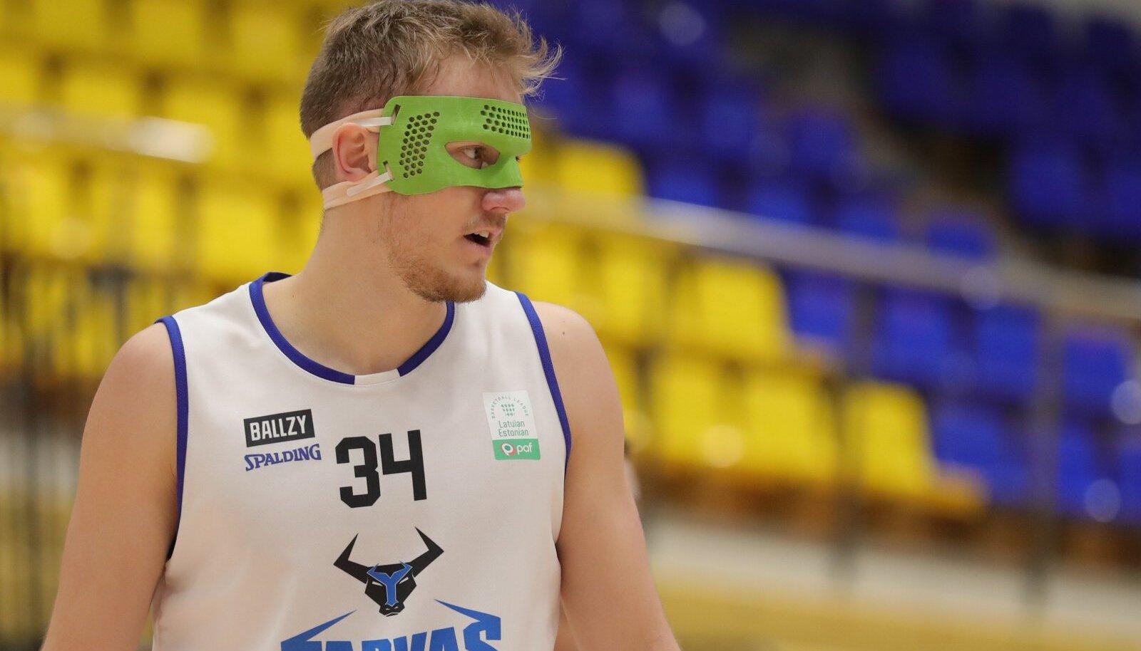 Viis nädalat tagasi TalTechiga kohtumises koljuluu murru saanud Tarva ääremängija Tormi Niits on juba platsil tagasi.