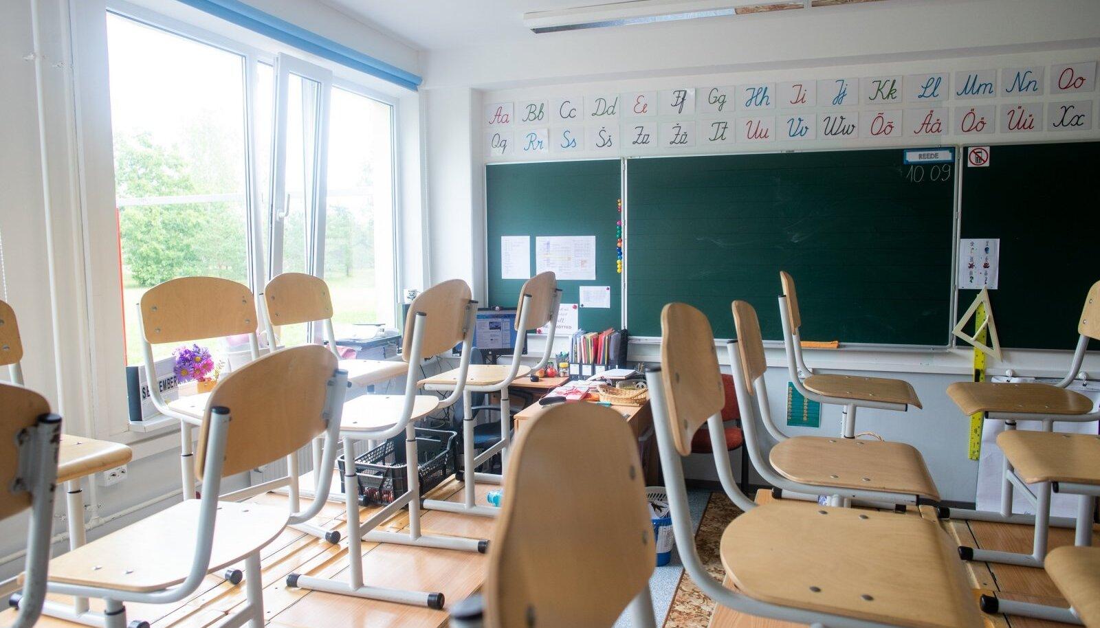 Hoolimata ministeeriumi soovitustest, on mõnedki koolid tänavu saatnud klasse distantsõppele.