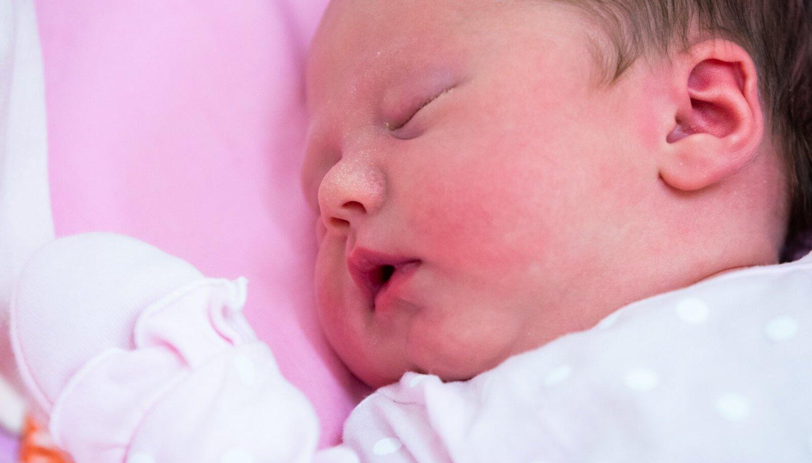 Lapsevanemad saavad lapse sünni registreerida nüüd kodust lahkumata.