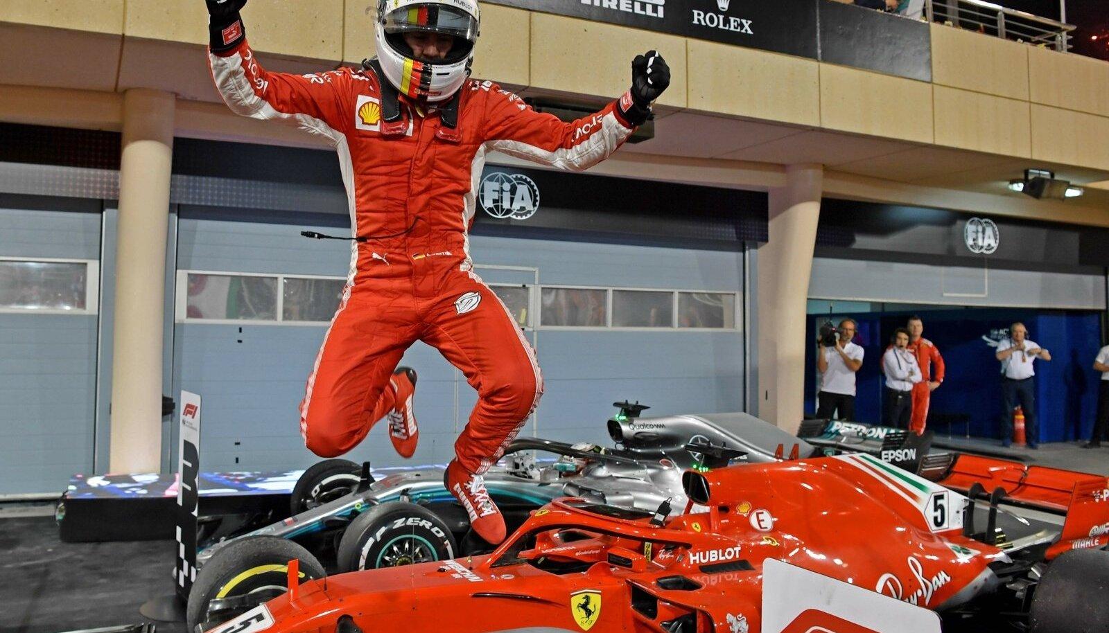 Sebastian Vettel võib rõõmustada: peakonkurent Lewis Hamilton on seni mõlemal etapil seljatatud.