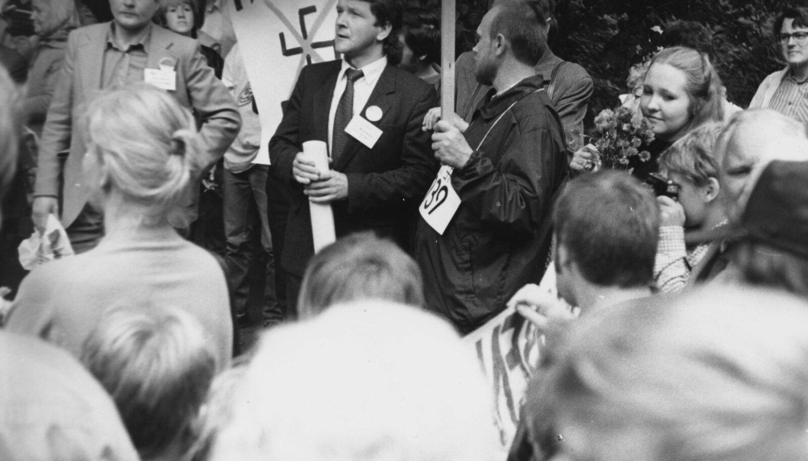 Jüri Mikk (heledas) ja Tiit Madisson (tumedas ülikonnas)