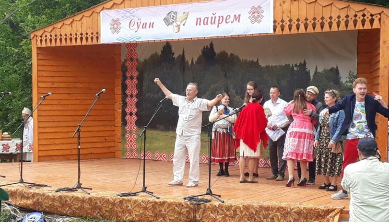 Rõõmuteate väljakuulutamine Marimaa külas Šorunžas.