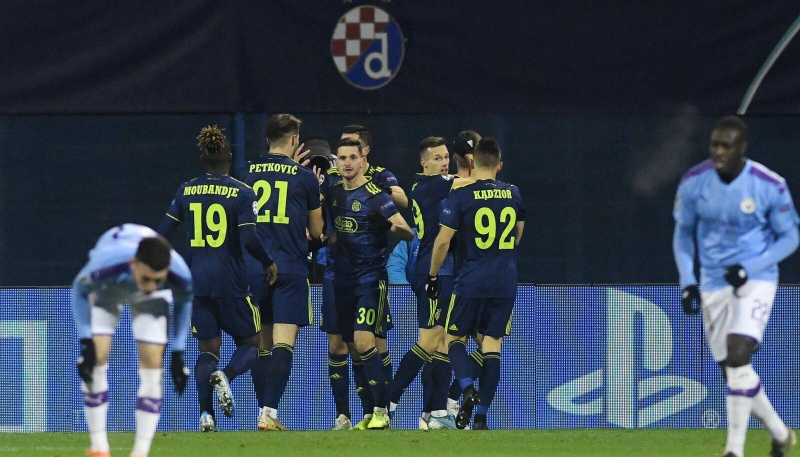 Zagrebi Dinamo mängijad mulluses kohtumises Manchester City vastu.