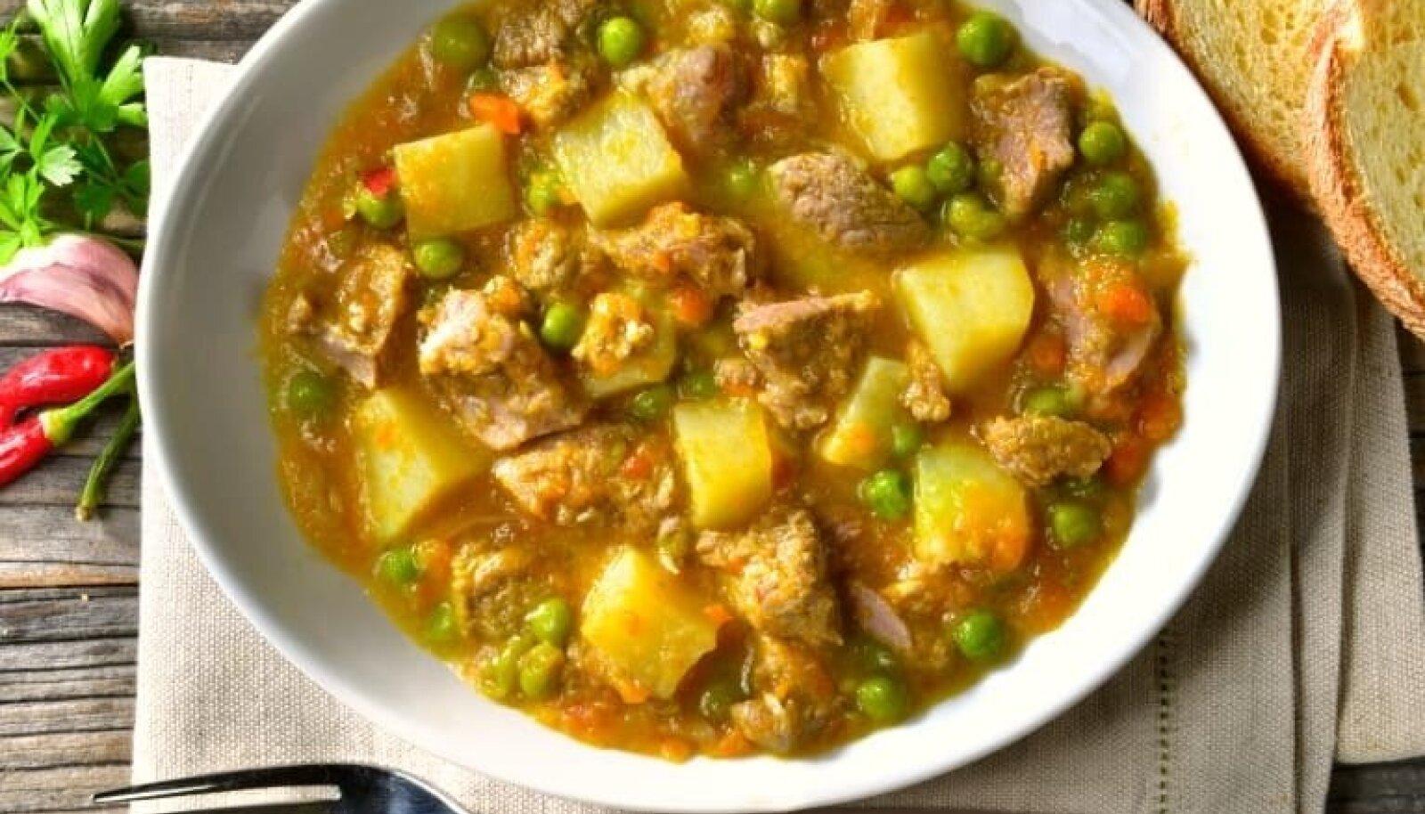 Vasikalihahautis kartulite ja hernestega.