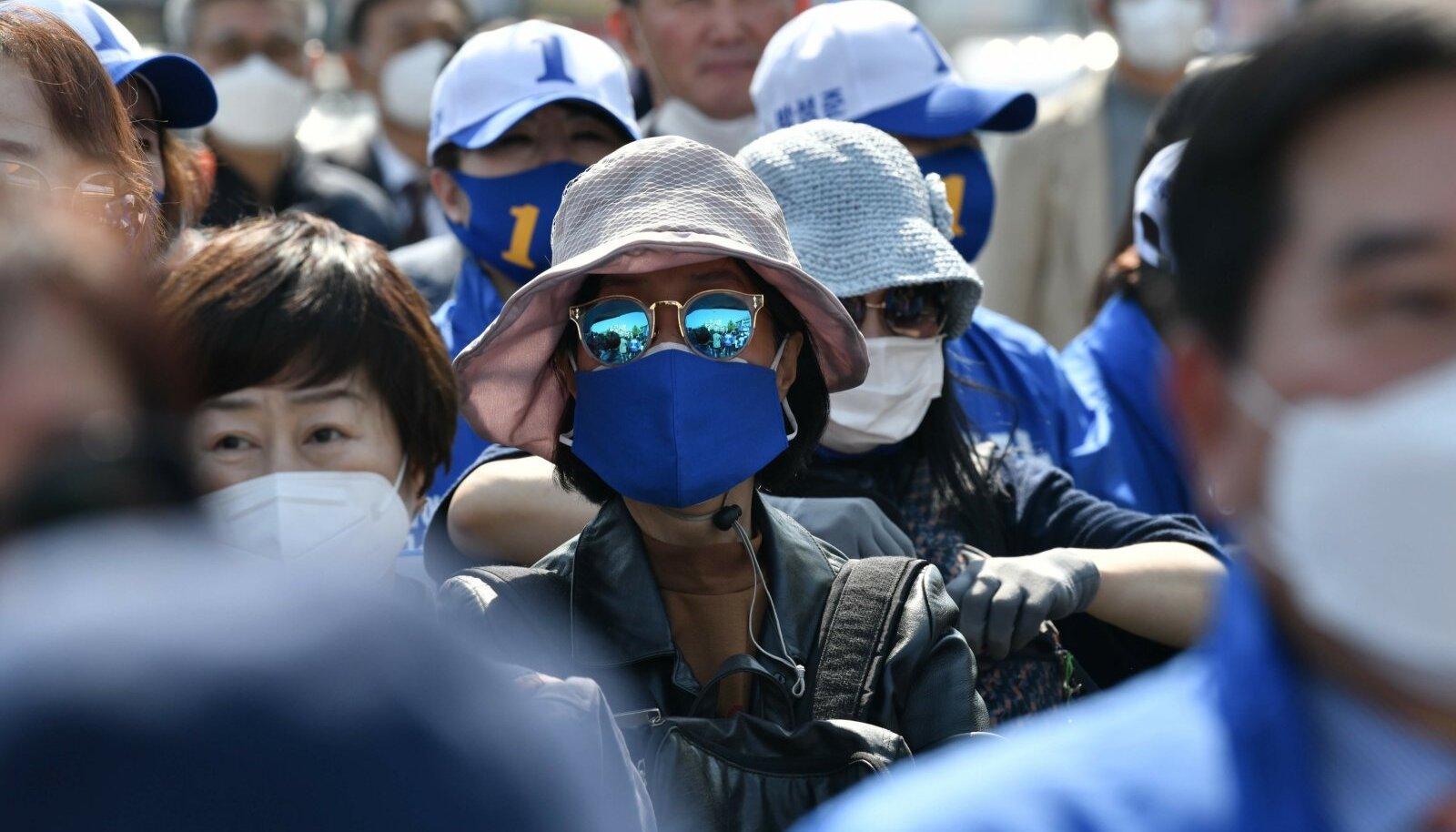Paljudes maailma piirkondades on inimesed saastatud õhu tõttu pidanud maske kandma ka enne pandeemiat.
