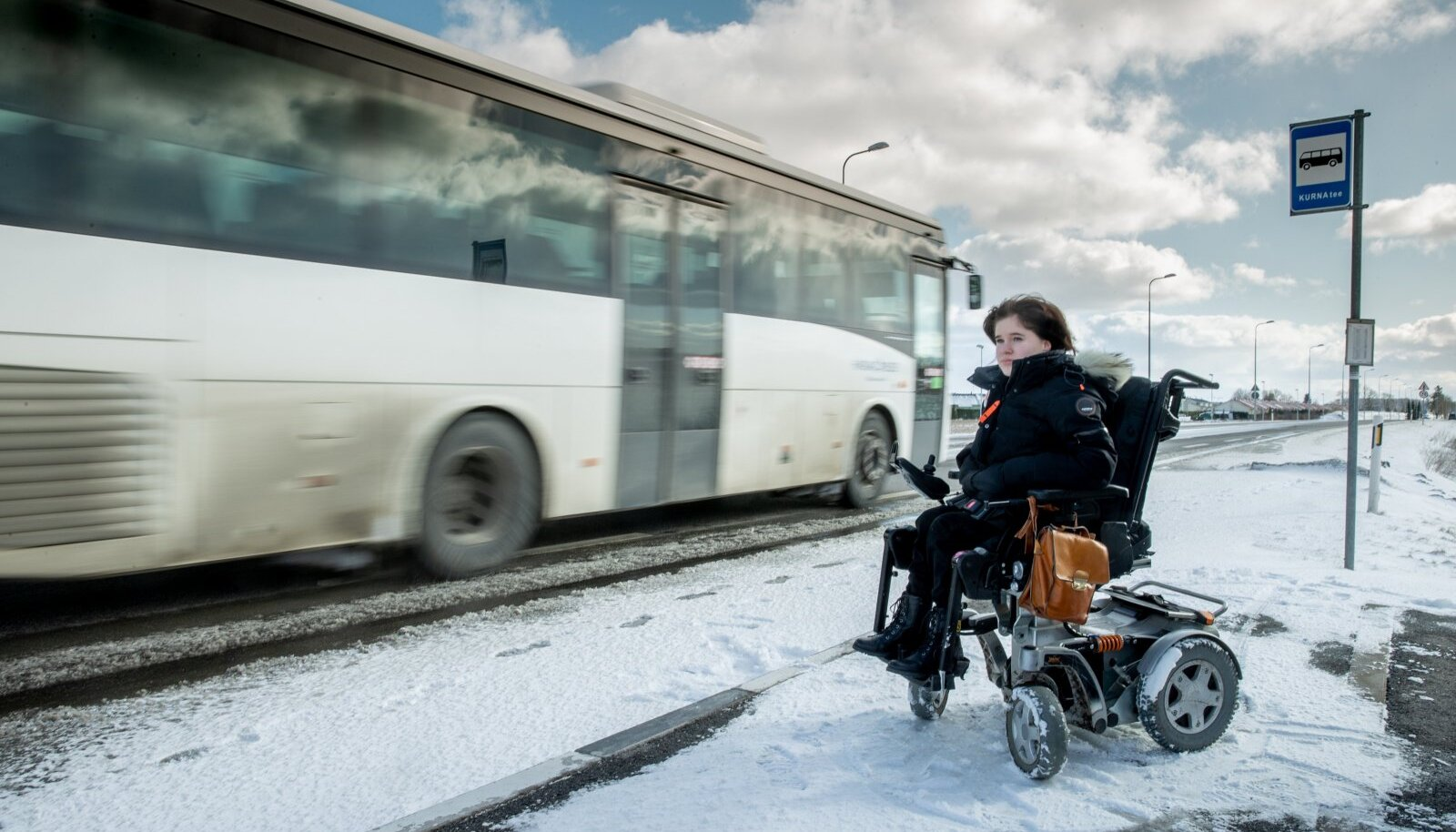 Hendra Raual on jäänud busside ligipääsetamatuse tõttu käimata nii tööl kui ka koolis.