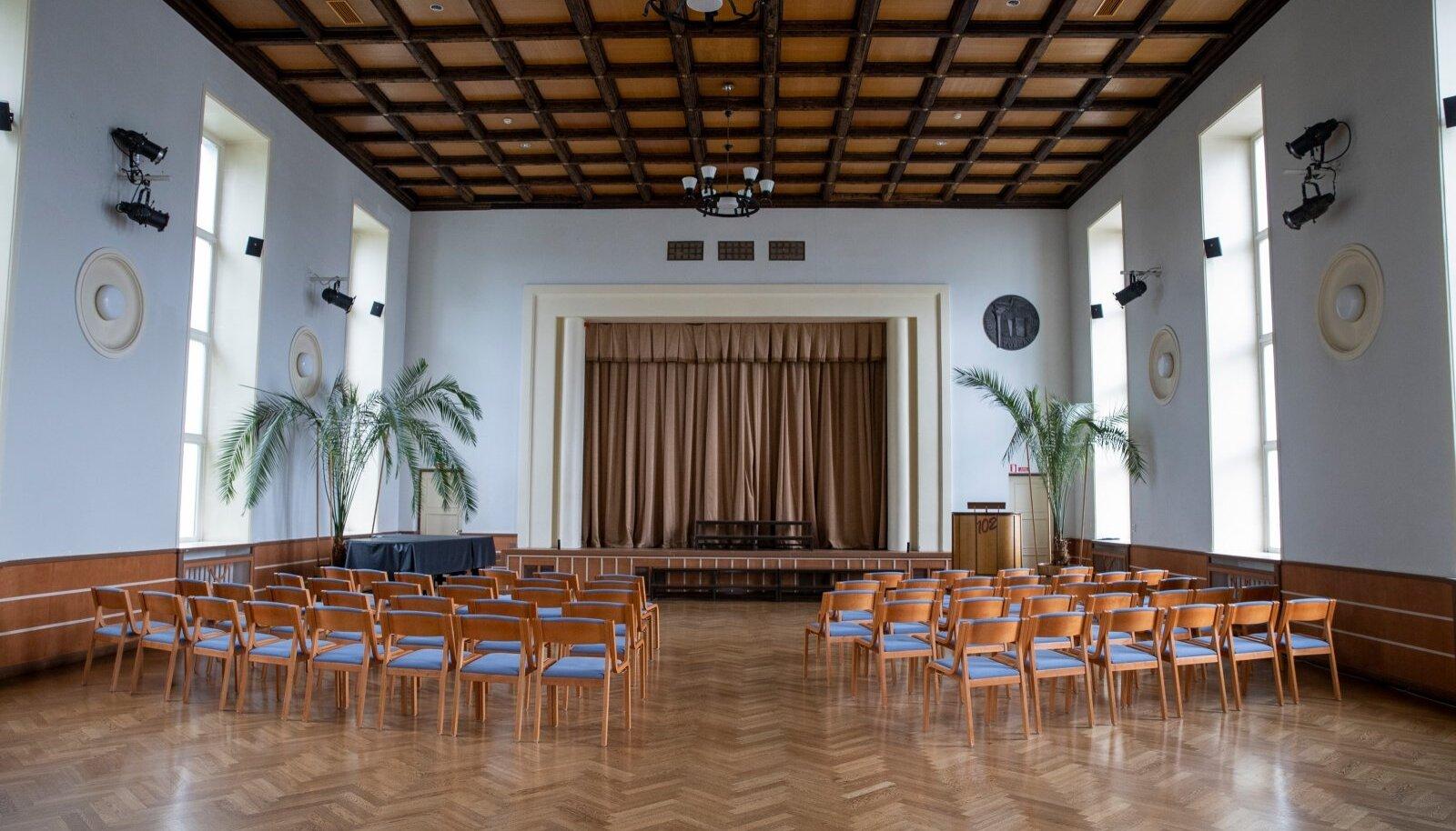 Alar Kotli disainitud gümnaasiumihoone oli esimene Eestis, kuhu ehitati eraldi aula ja võimla.