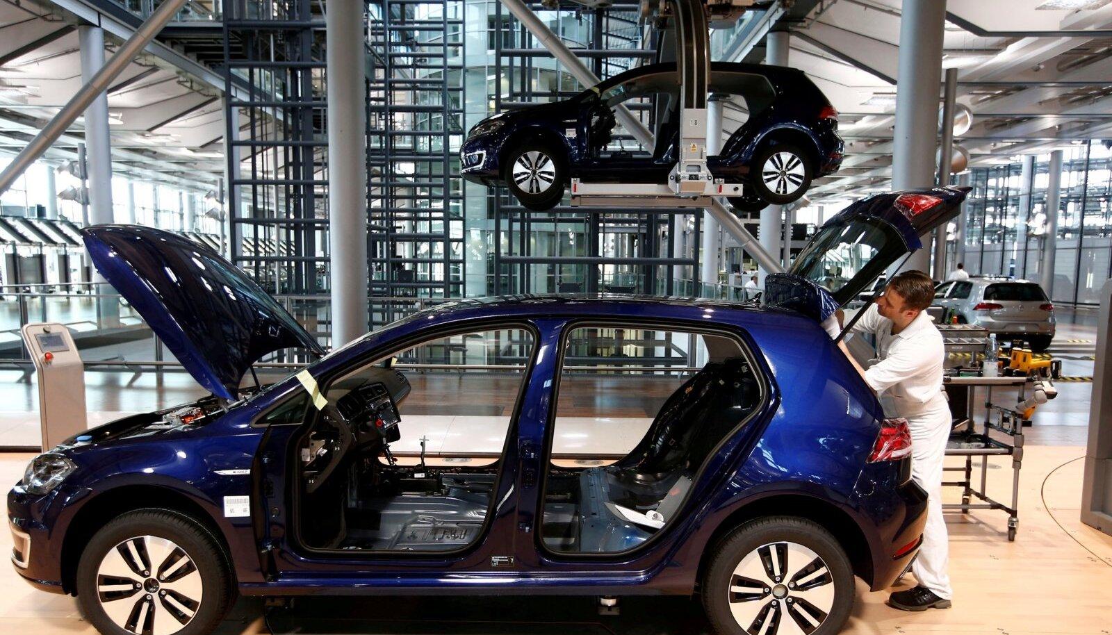 VW e-Golfi eleketriauto tootmine Dresdenis.