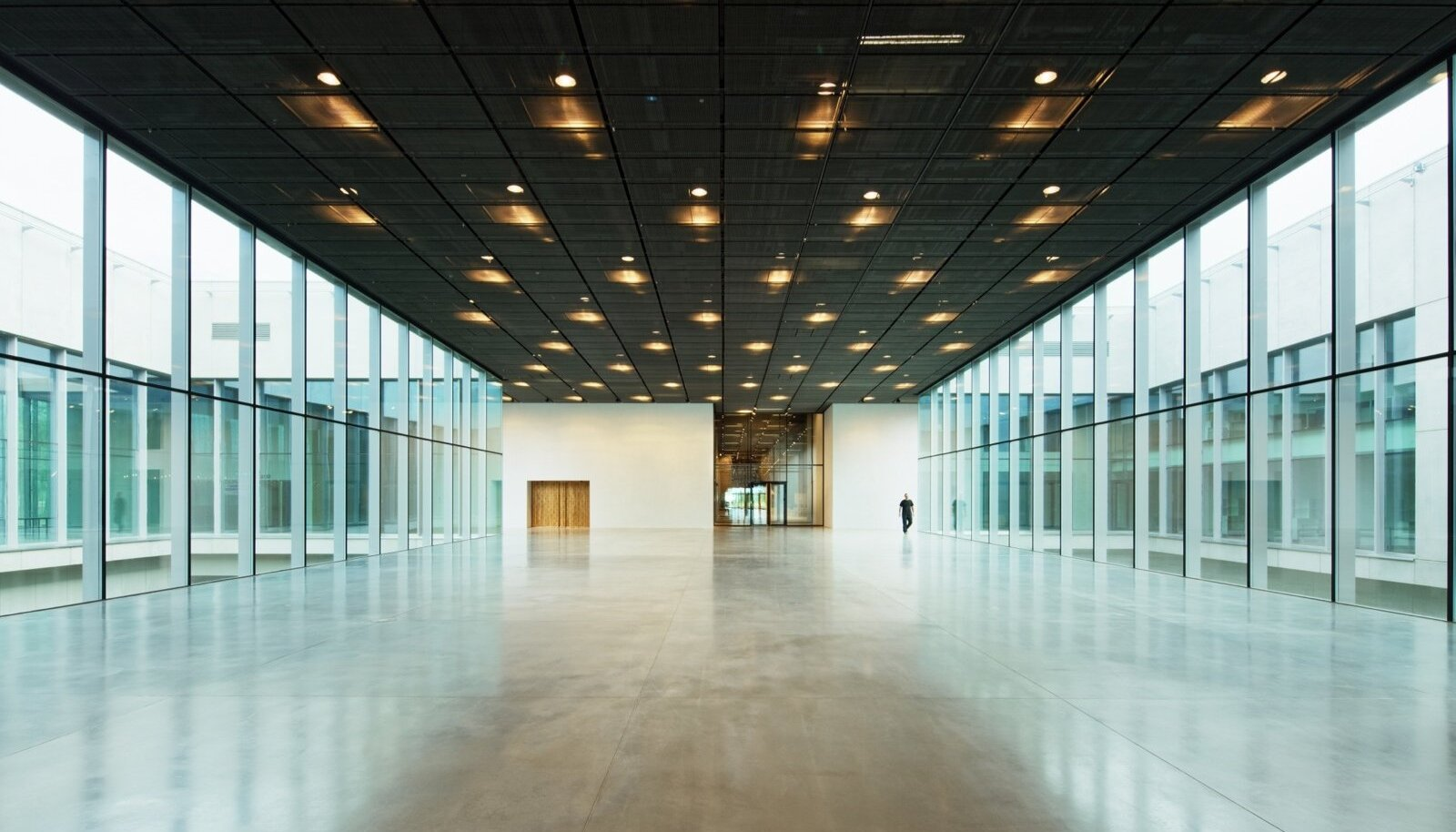 Hoone arhitektuur mõjub tervikuna värskelt, väärikalt, läbimõeldult, kvaliteetsellt.