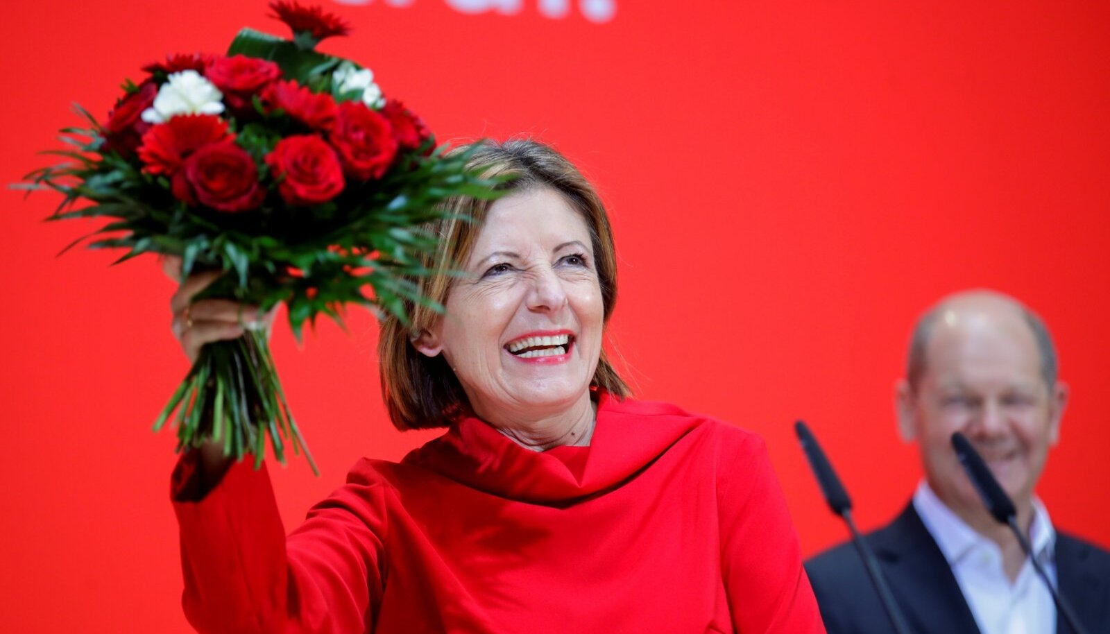 Rheinland-Pfalzi valimised võitsid sotsid, kelle esinumber on Malu Dreyer. Taamal rõõmustab sügiseste valimiste kantslerikandidaat, praegune rahandusminister Olaf Scholz.