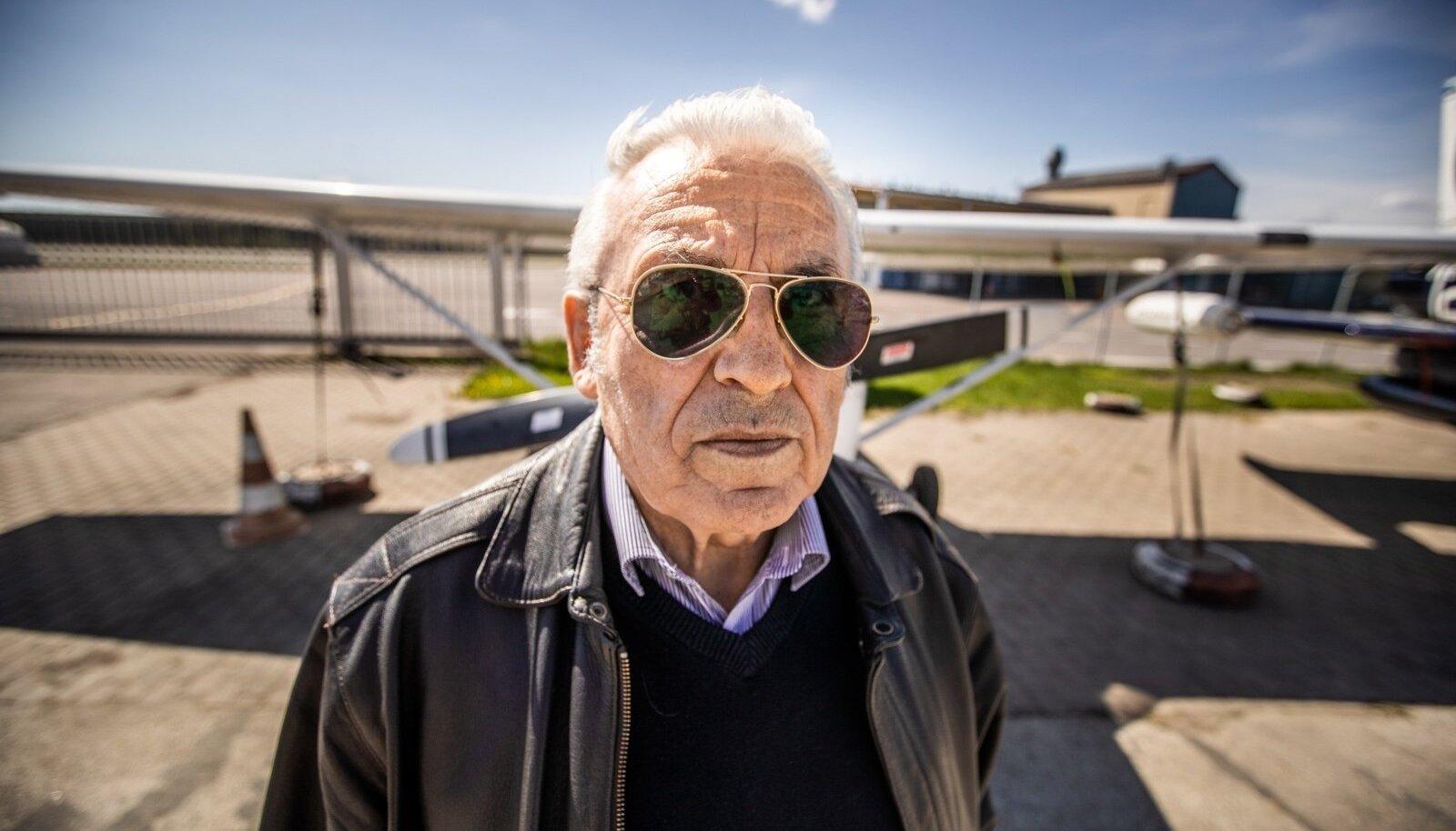 """Minu professionaalse kretinismi nimi on lennundus, ütleb Rein Porro. """"Kui istun lennukis reisijaistmel, siis mootorite hääle, kriuksude ja viginate järgi tean, mida piloot teeb."""""""