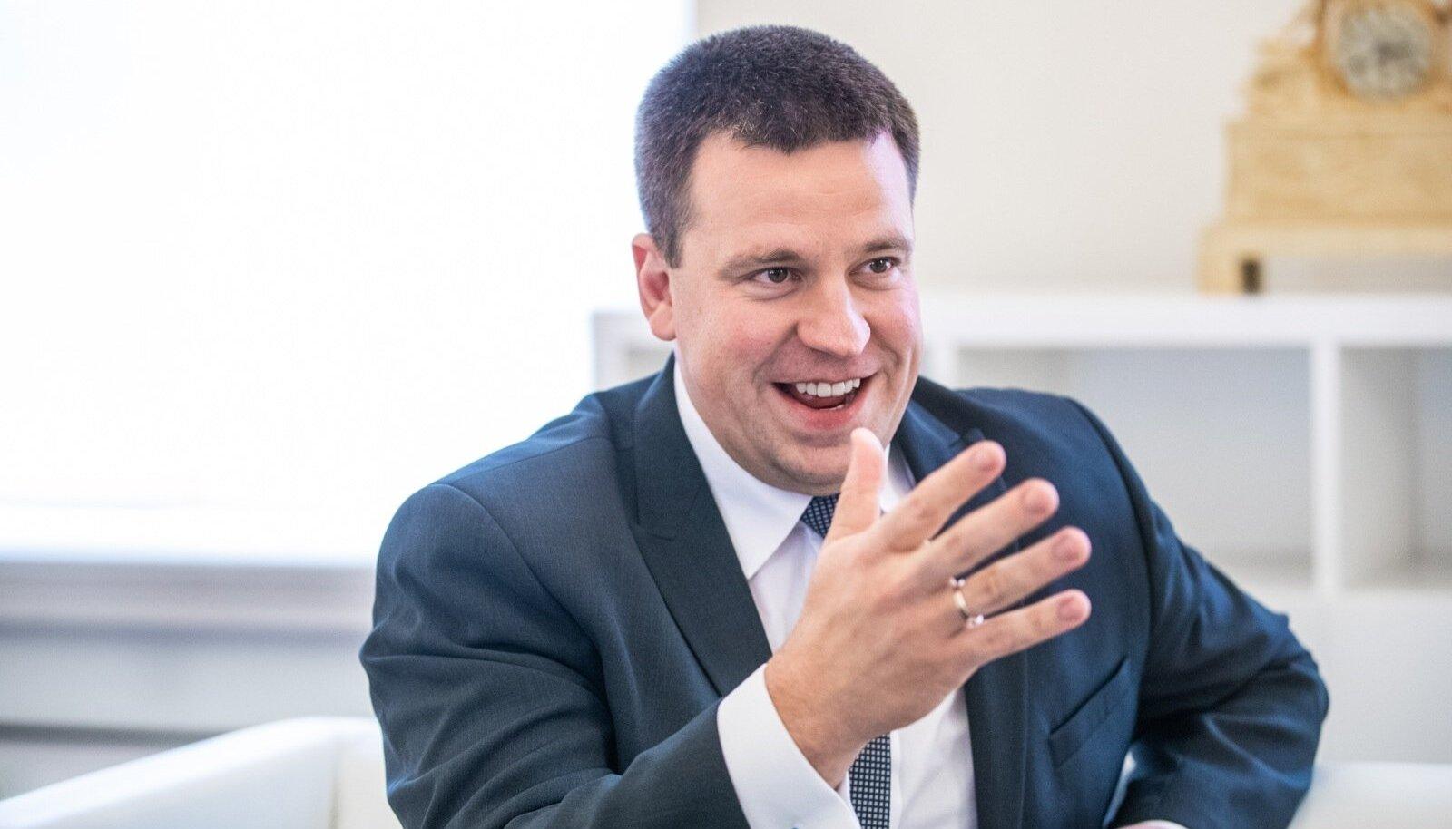 Märkimisväärsel kombel pole EKRE ministrite skandaalid Jüri Ratase renomeed kahjustanud, vaid pannud inimesed hoopis tema peaministriametisse sobivust kõrgemalt hindama.