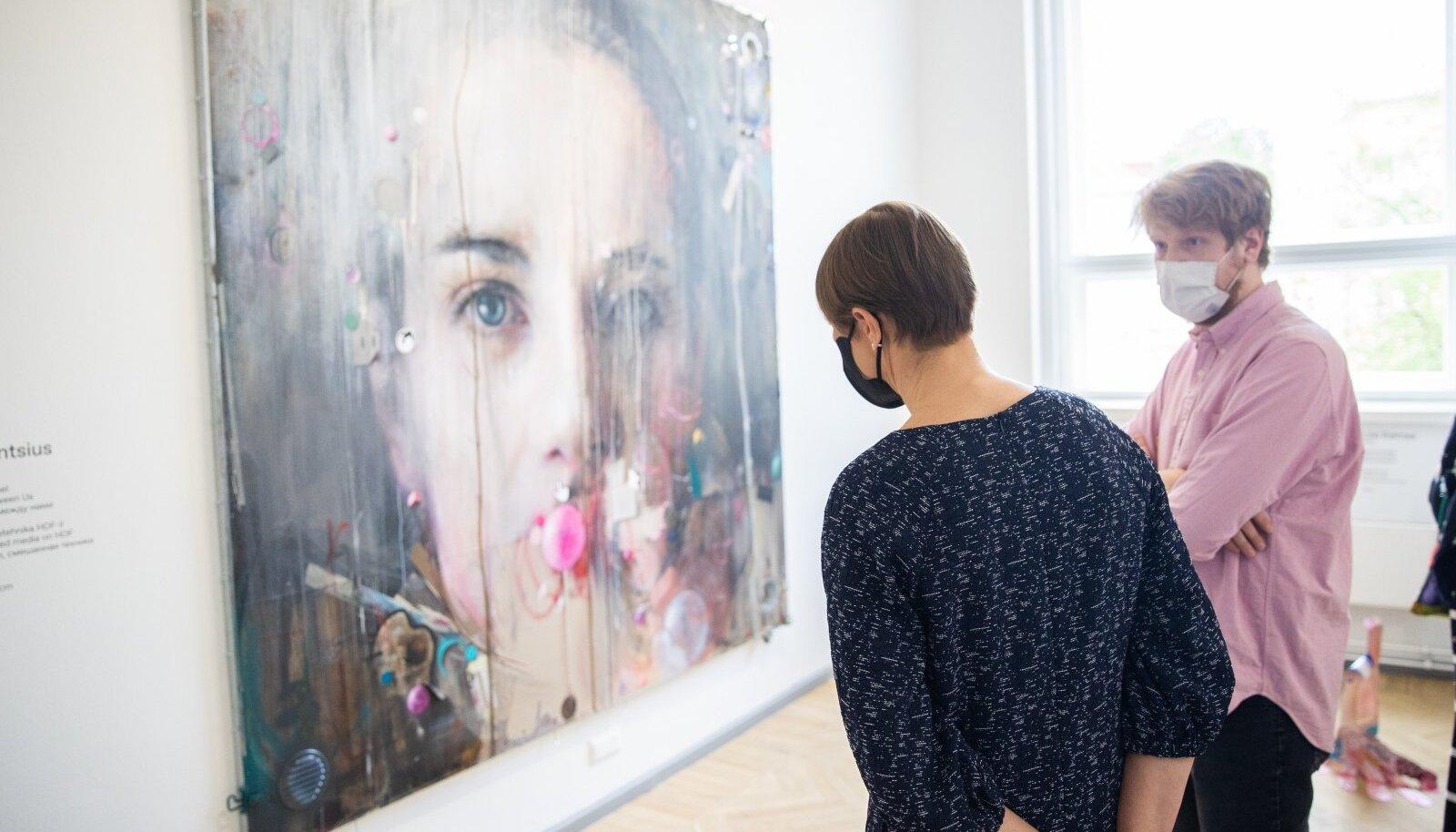 President Kersti Kaljulaid külastas Eesti Kunstnike Liidu aastanäitust Tallinna Kunstihoones