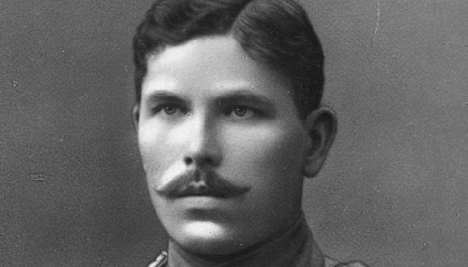Julius Kuperjanov tsaariarmee mundris 1917. aastal.