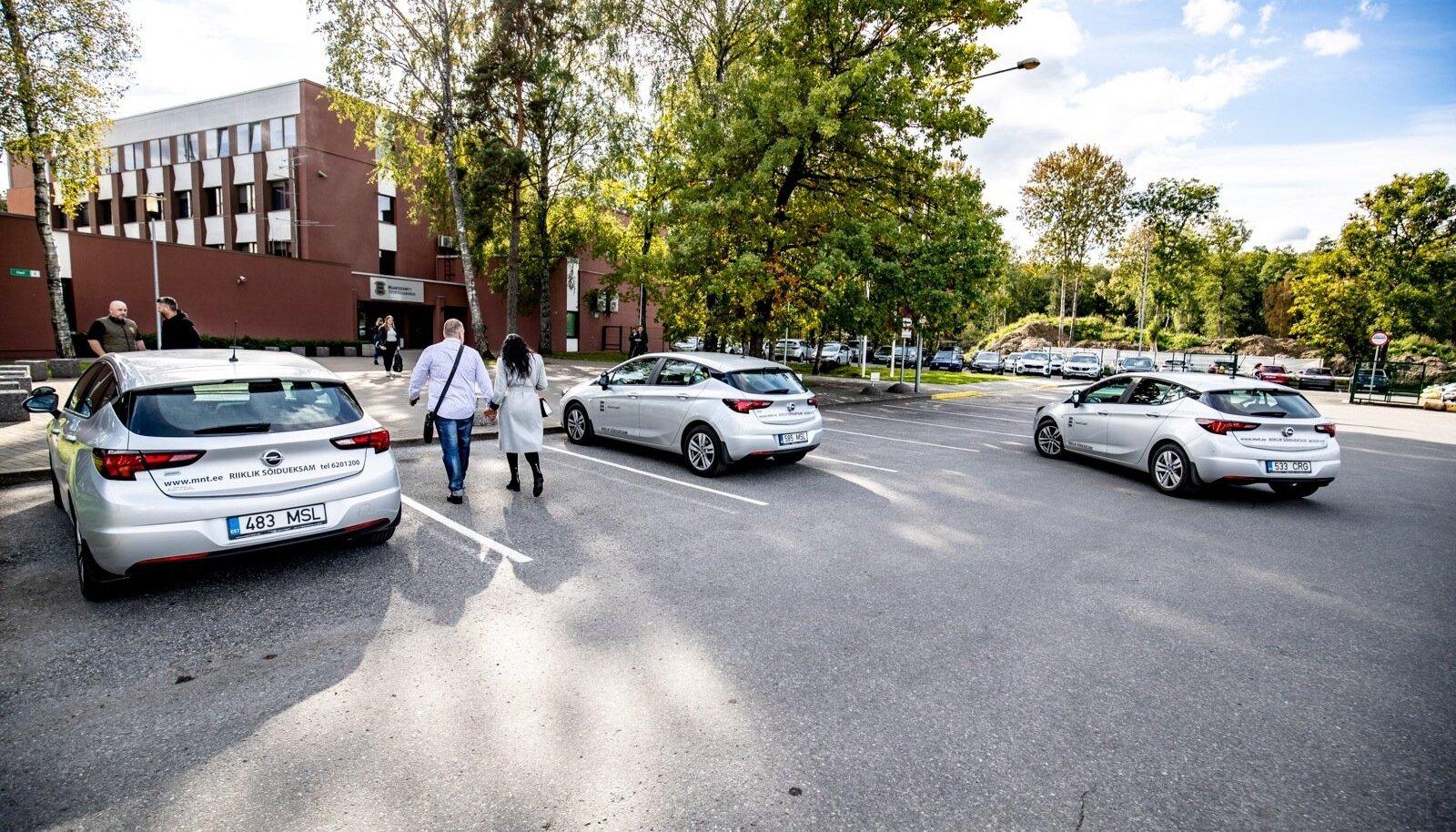 Maanteeameti eksamineerijad roteeruvad ja nii võib Tallinnas sõitu hinnanud töötajat kohata ka Kärdlas.
