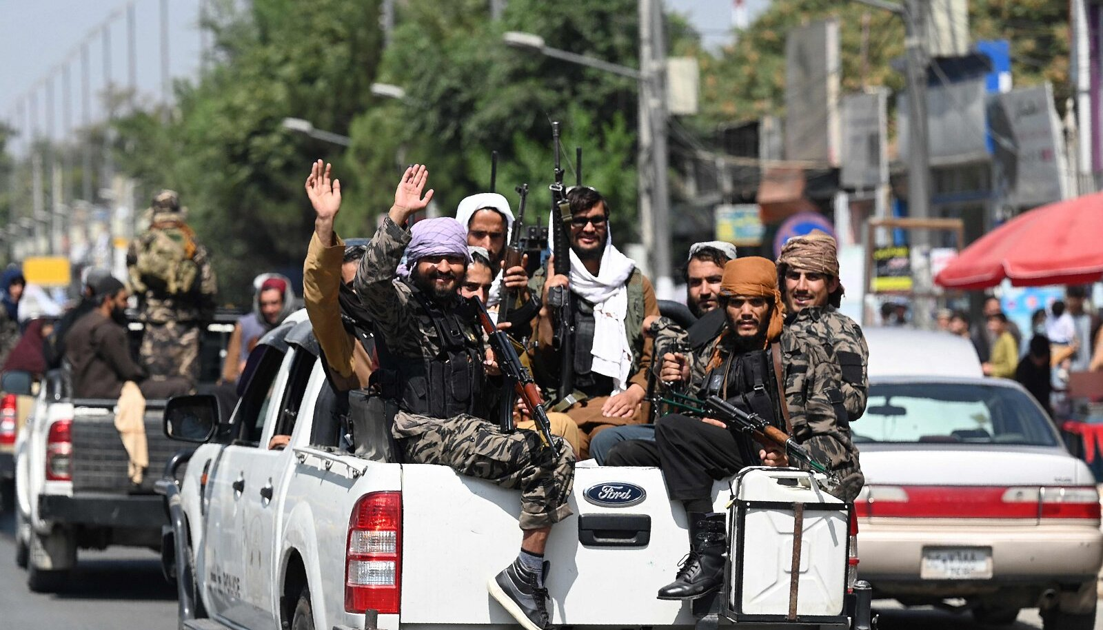 Talibani võitlejad Kabulis. Paljud inimesed on nende kättemaksu kartuses riigist põgenenud.