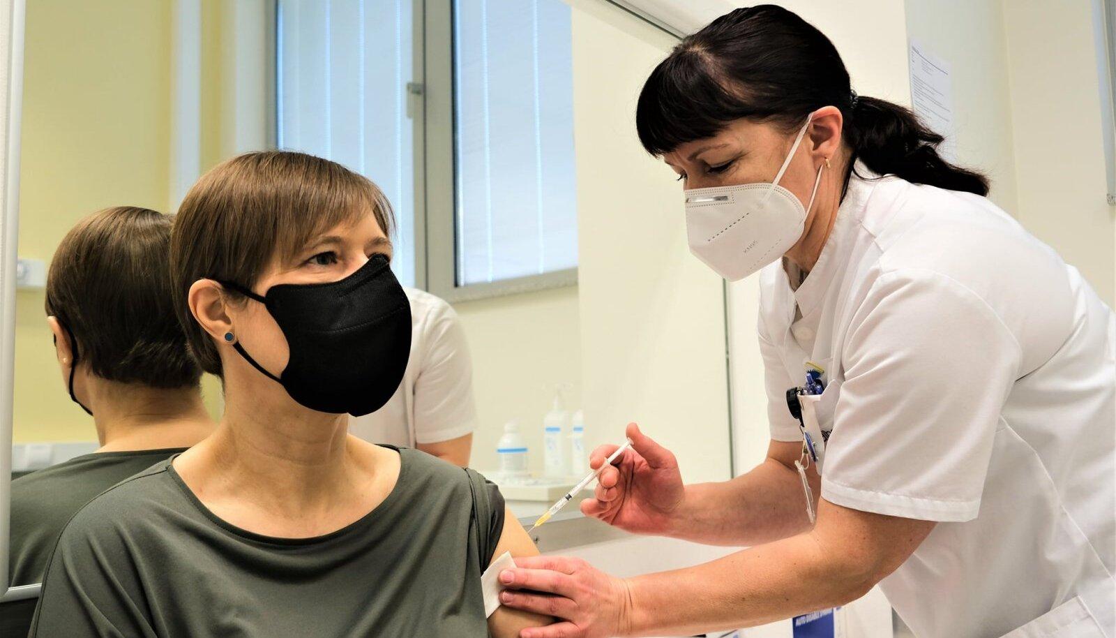 President Kaljulaid sai teise vaktsiinidoosi