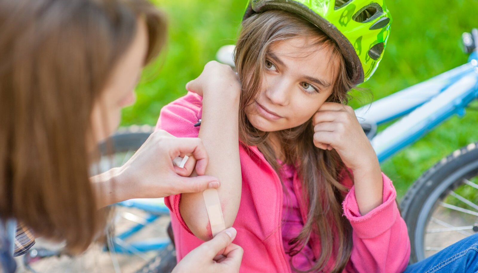 Suviste traumade jaoks tuleks koduapteeki varuda piisavalt plaastreid ning muid haavahooldusvahendeid.