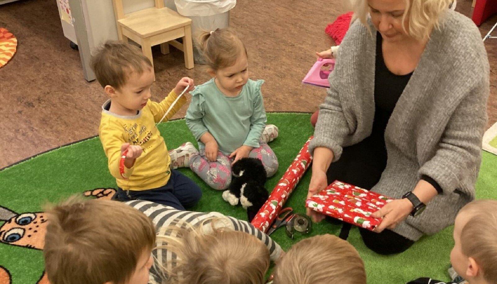 Eeva Savolainen oma rühma lastega