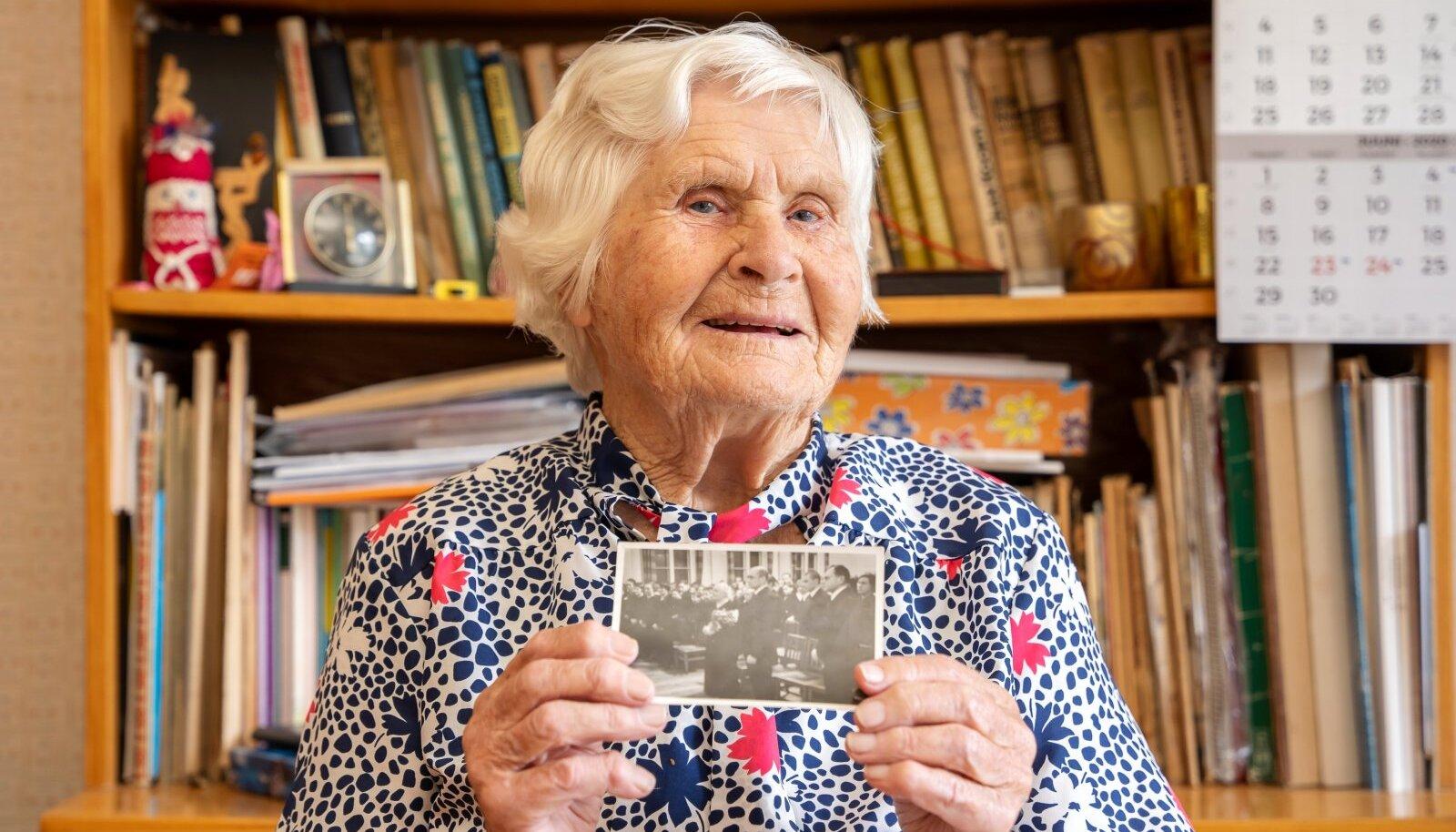 TÄHTIS MÄLESTUS: 1939. aastal, kui Miina Härma sai 75, käis Endla Langel talle sünnipäevalaulu laulmas.
