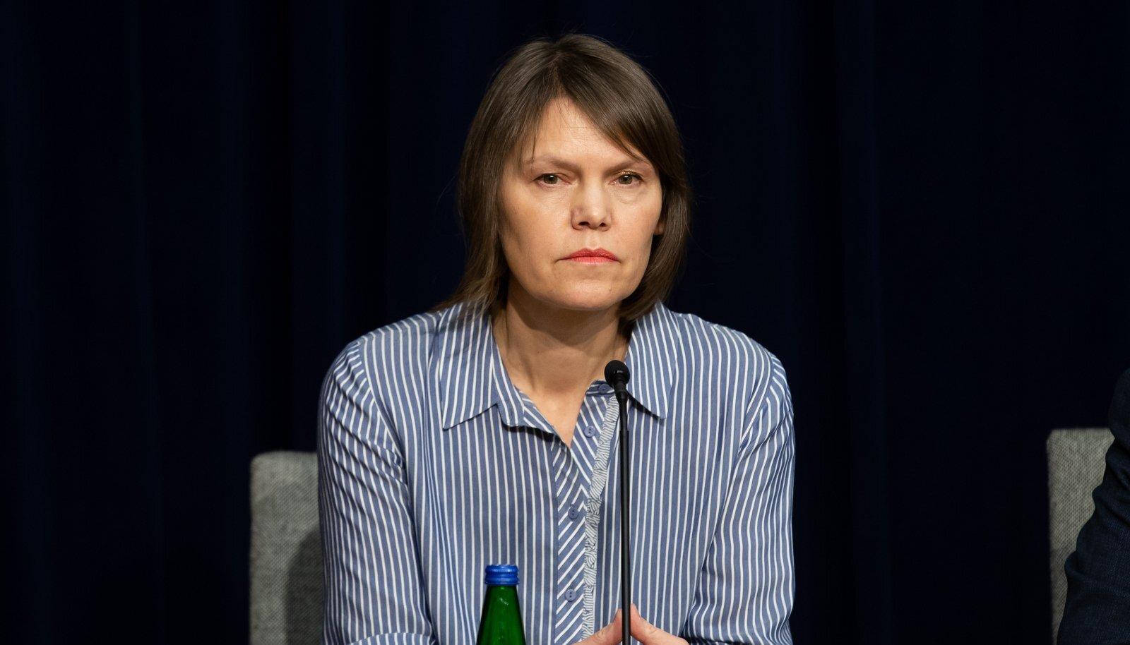 TULE ALL: Terviseameti juht Merike Jürilo saab kriitikat, et Eestis pole veel saada Covid-19 kiirteste. Jürilo sõnul pole maailmas veel usaldusväärset testi olemas.