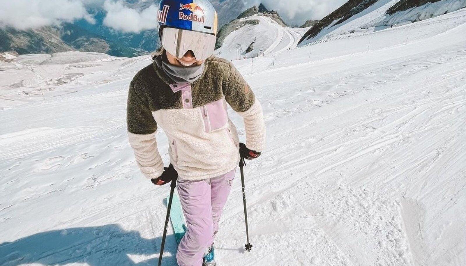 Kelly Sildaru 4000 m kõrgusel Saas-Fees. Võimaluse korral harjutaks ta praegu hoopis Uus-Meremaal, kuid sealsed karmid koroonapiirangud tõmbasid sellele plaanile kriipsu peale.