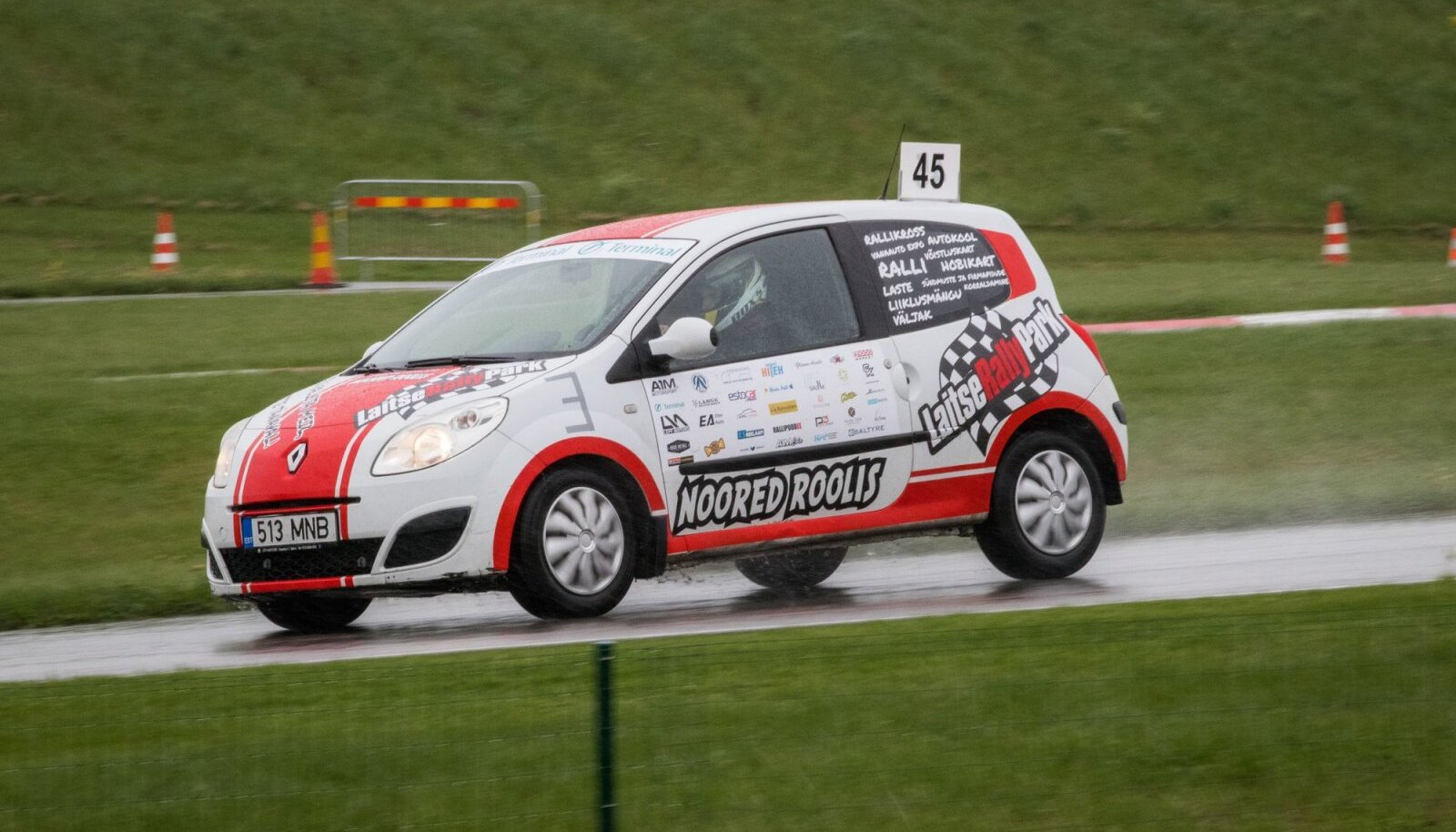 Kõik osalejad sõidavad võrdsete Renault Twingodega