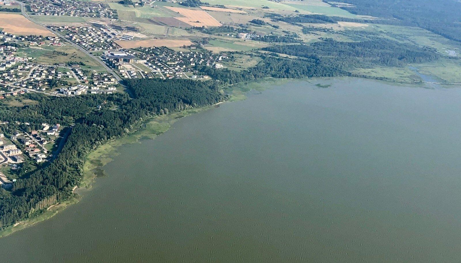 Ülemiste järv jääb selja taha.